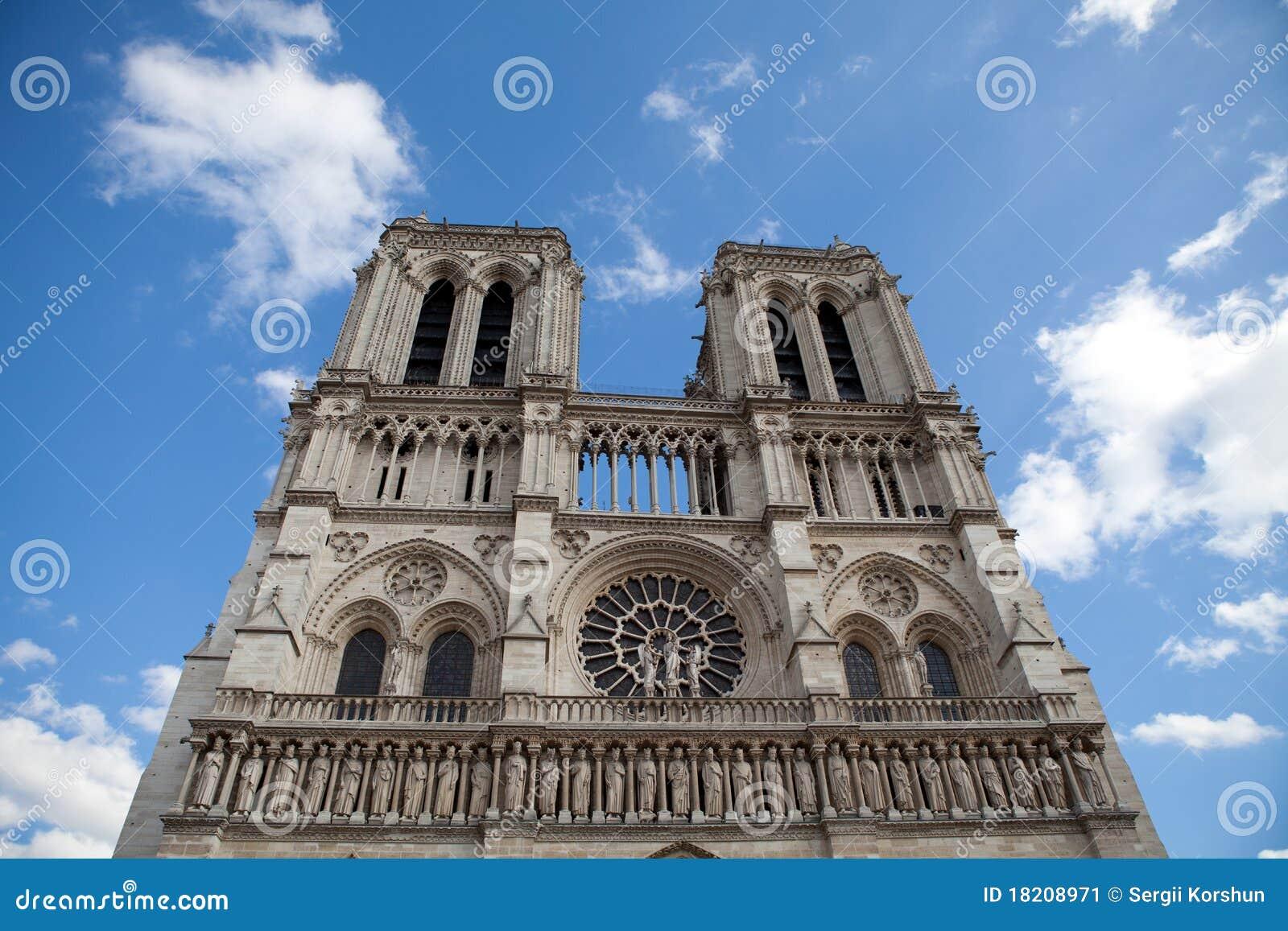 Cathédrale gothique Notre Dame de borne limite à Paris