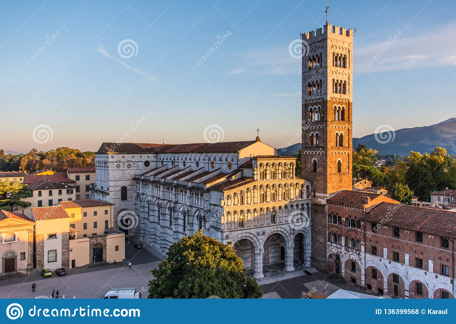 Kathedraal Van Lucca.Cathedral Of San Maritino In Lucca Italy Stock Photo