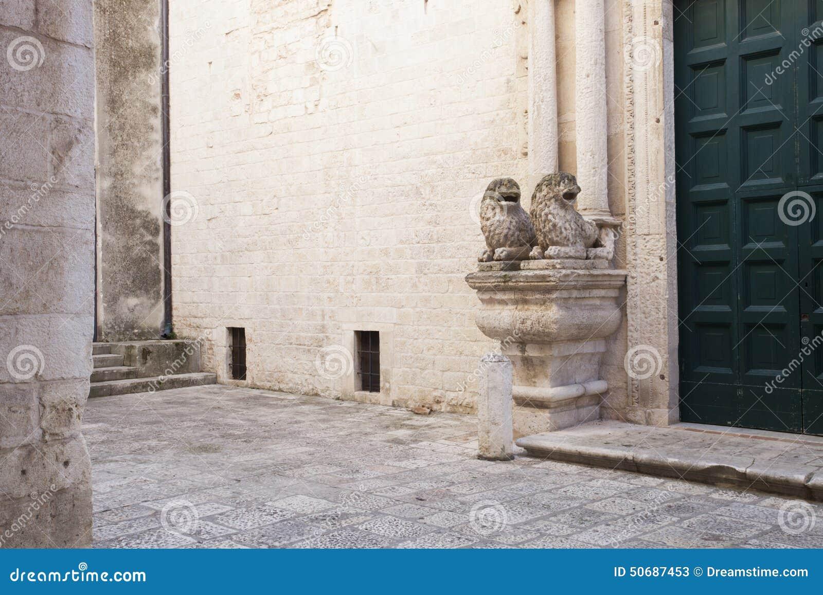 Download Cattedrale二孔韦尔萨诺,普利亚,意大利 库存图片. 图片 包括有 外面, 本尼迪克特的, 形成弧光的 - 50687453