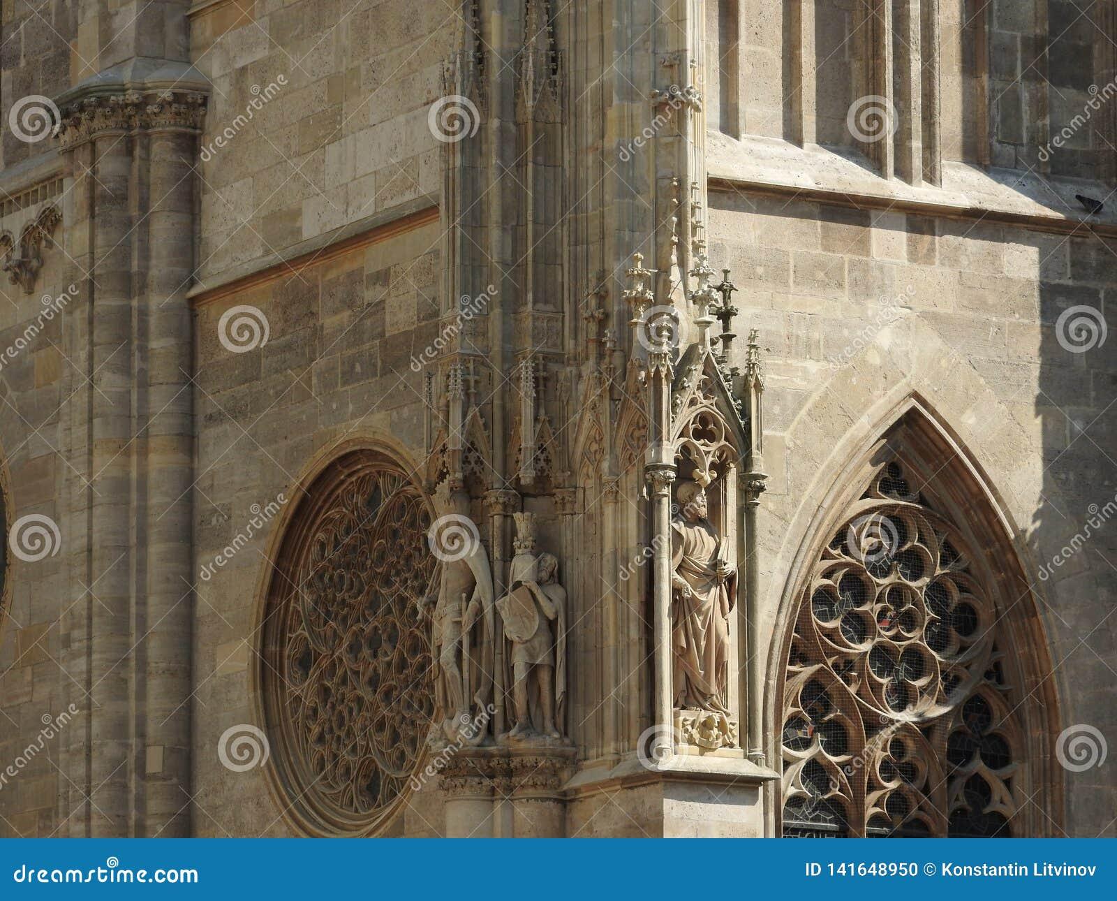 Cattedrale del ` s di St Stephen a Vienna, Austria in un bello giorno di autunno