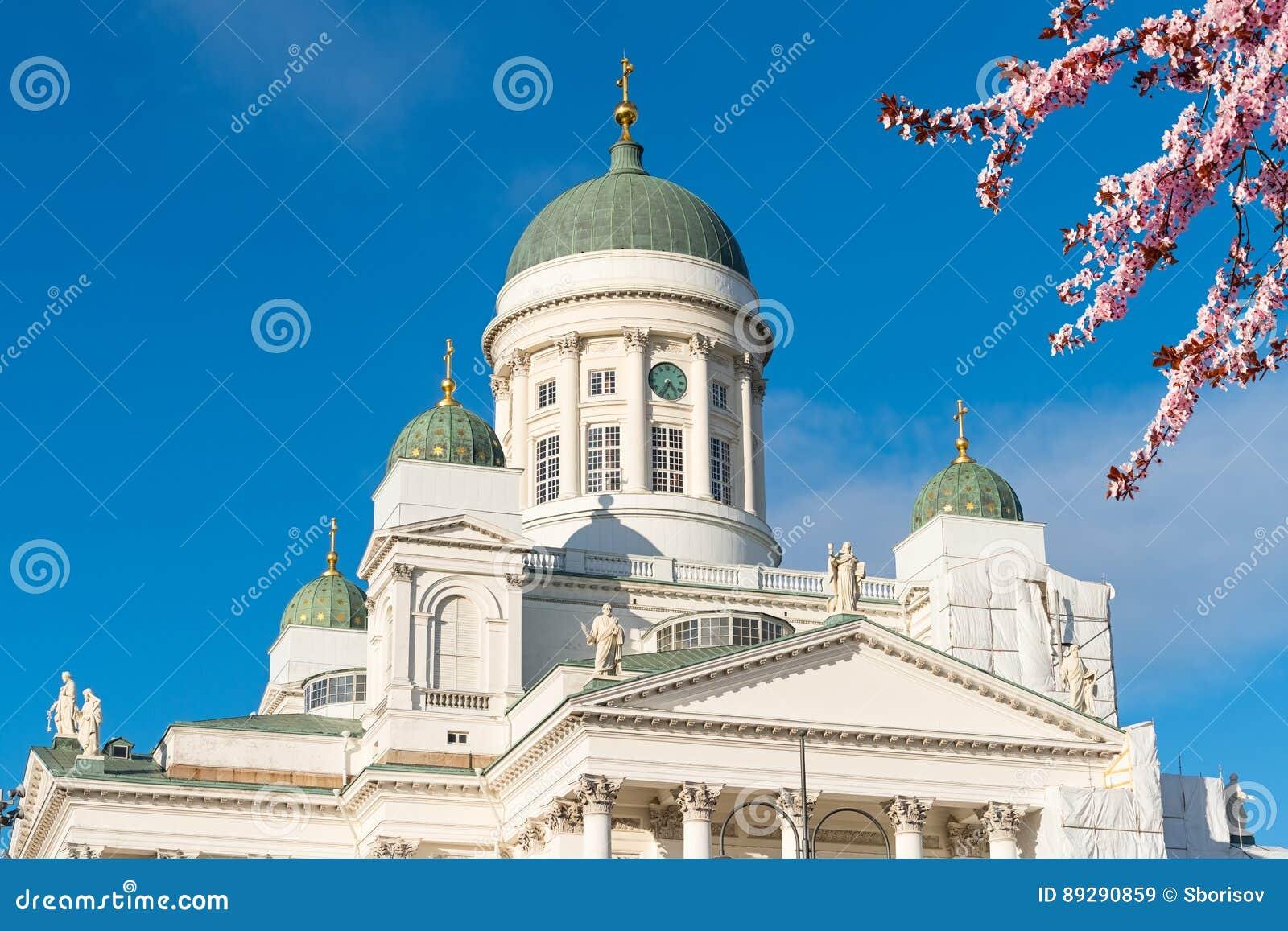 Cattedrale a helsinki alla molla finlandia immagine stock for Capitale finlandese