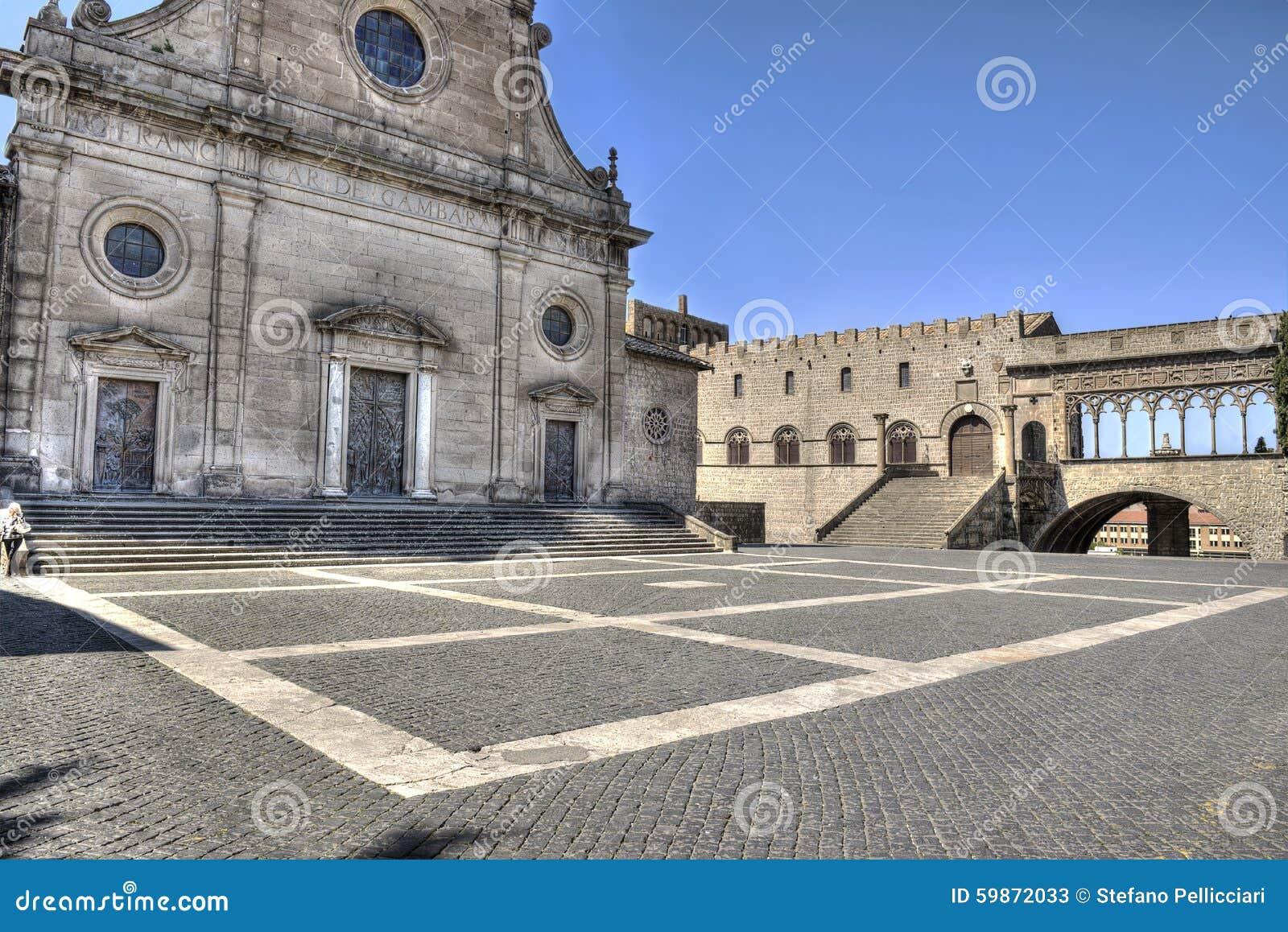 Cattedrale Saint Lawrence della piazza di Viterbo e palazzo papale