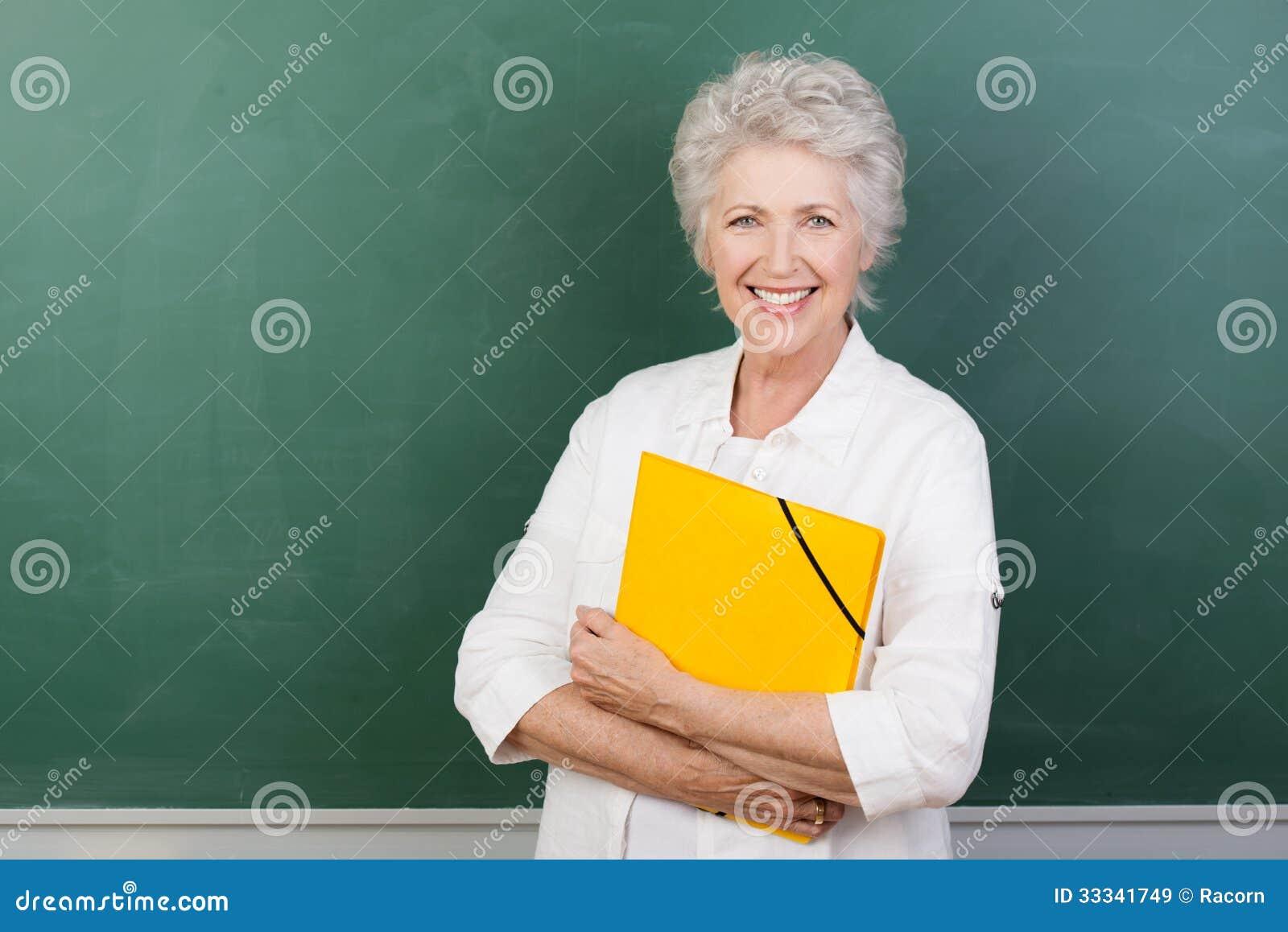 Caucaisna cheerful female senior teacher
