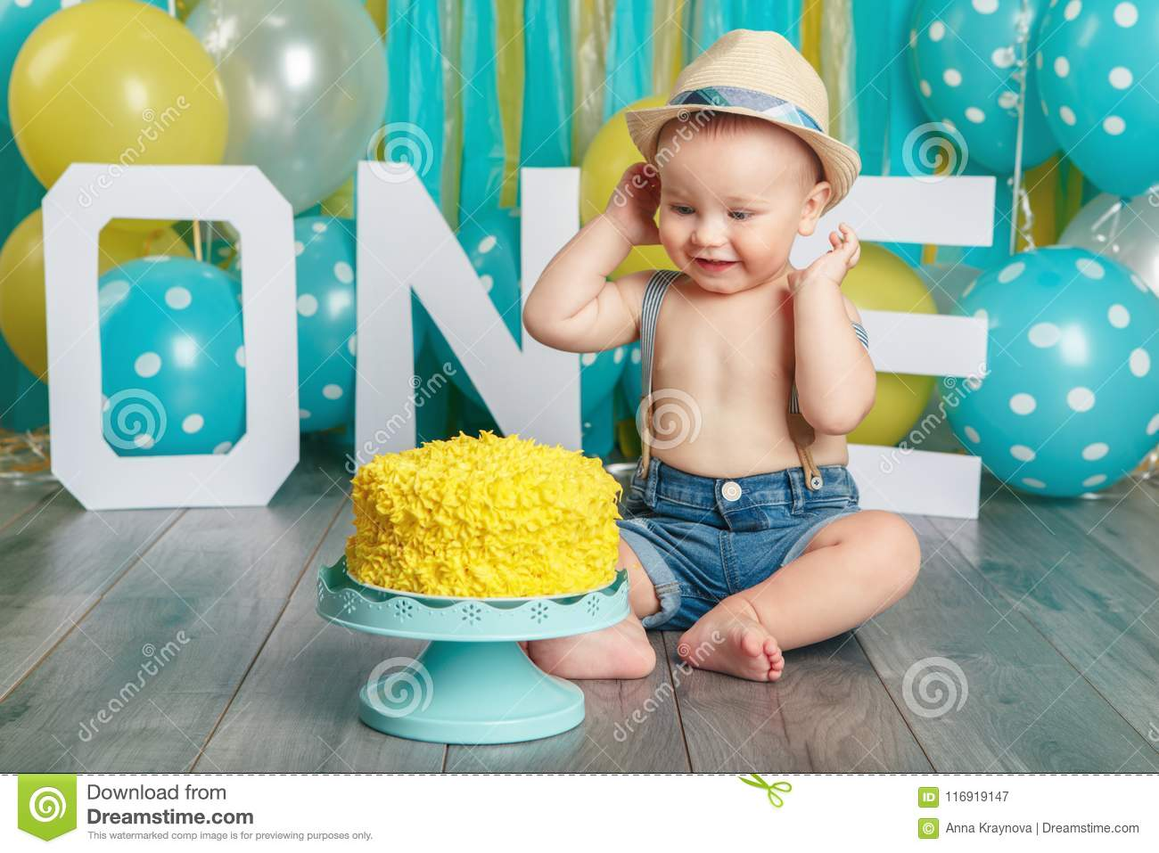 Astonishing Caucasian Baby Boy Celebrating His First Birthday Cake Smash Personalised Birthday Cards Beptaeletsinfo