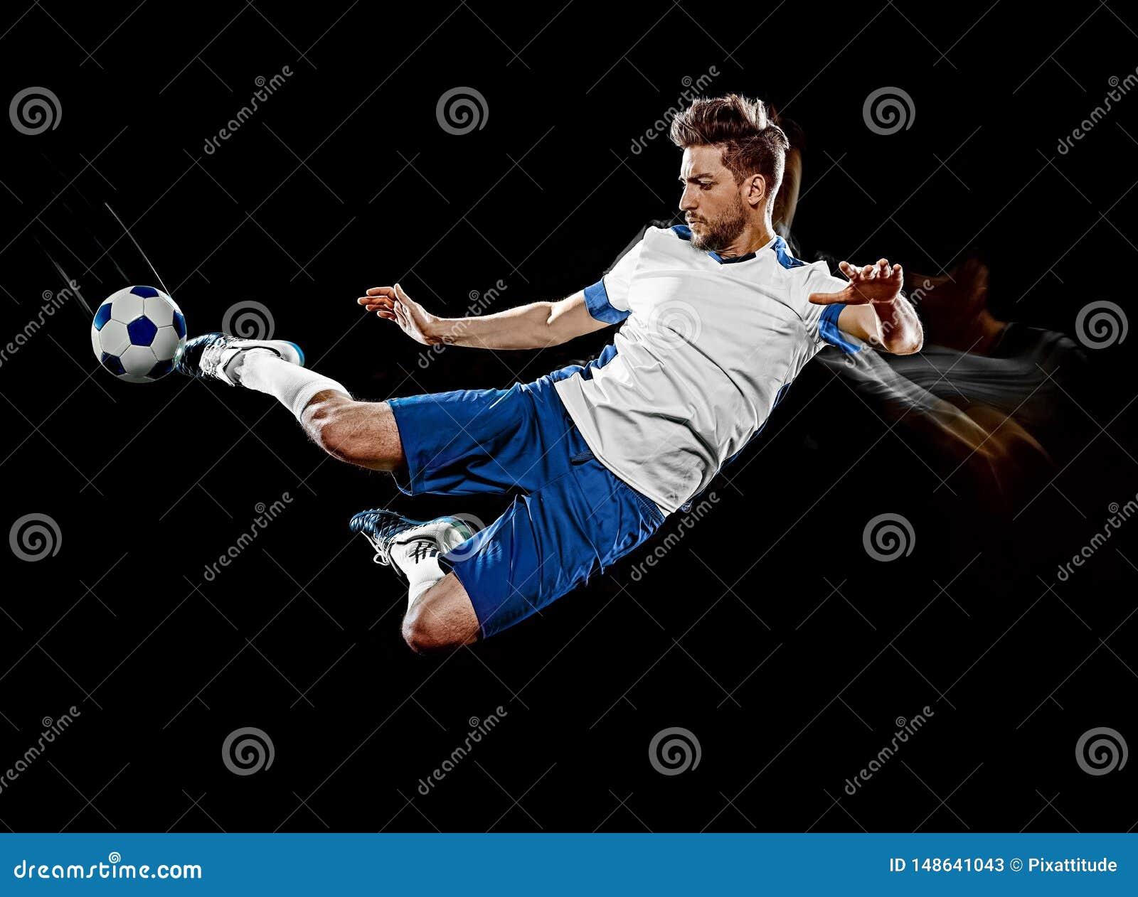 Caucasian m?lning f?r ljus f?r bakgrund f?r fotbollspelare man isolerad svart