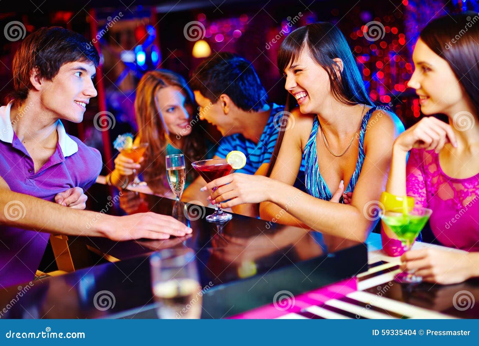 Causerie dans le bar
