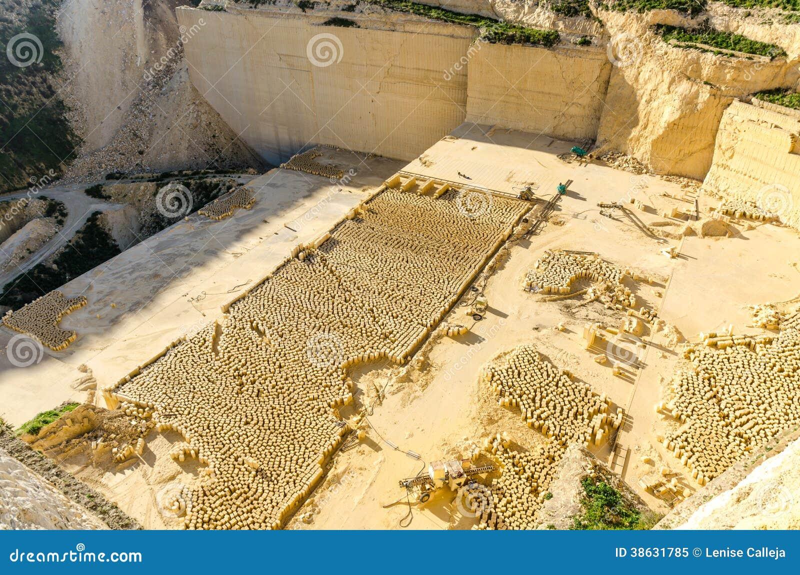 Cava di calcare gozo malta immagine stock immagine di for Malta materiale