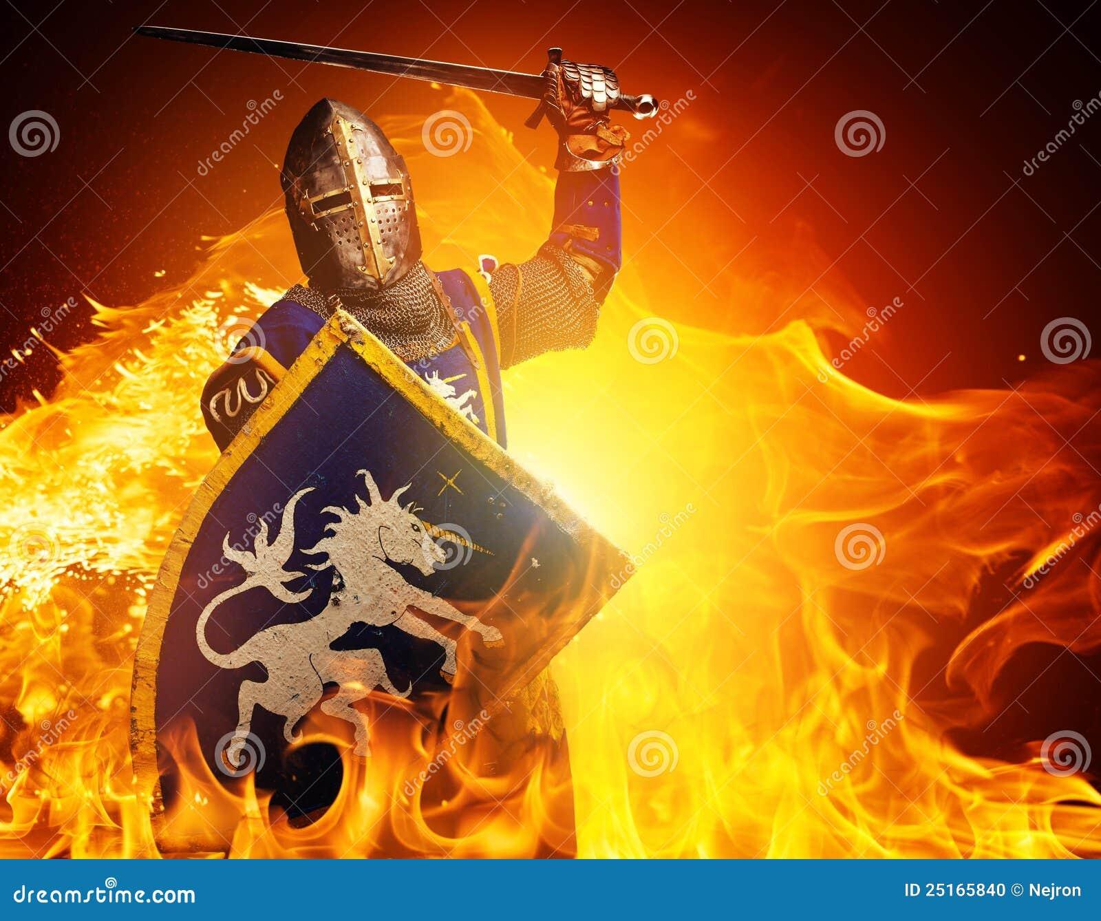 Cavaleiro com uma espada na flama