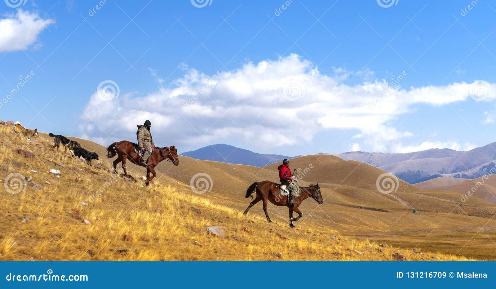 Cavaleiros do cavalo no estepe