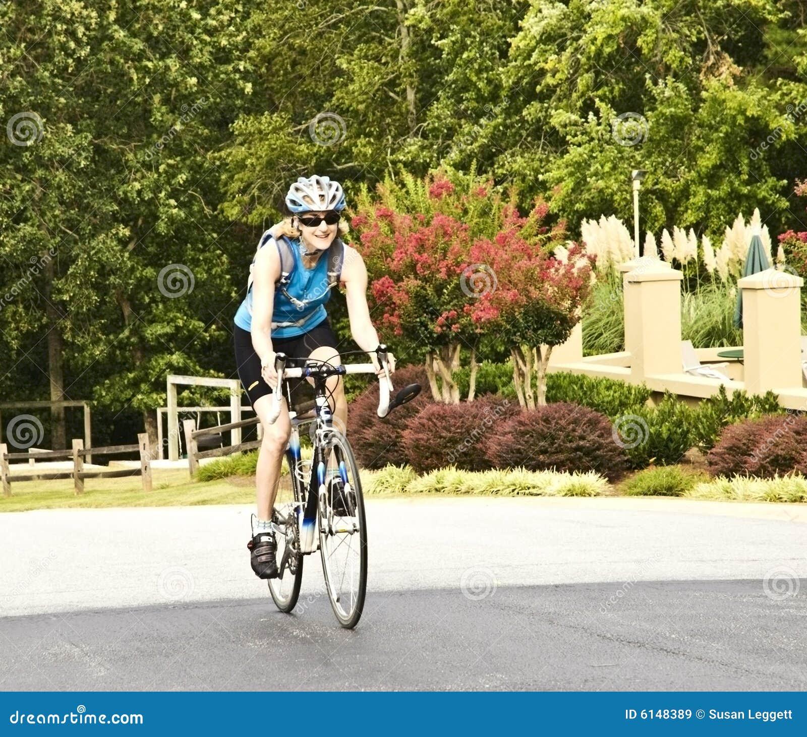 Cavaliere femminile della bicicletta