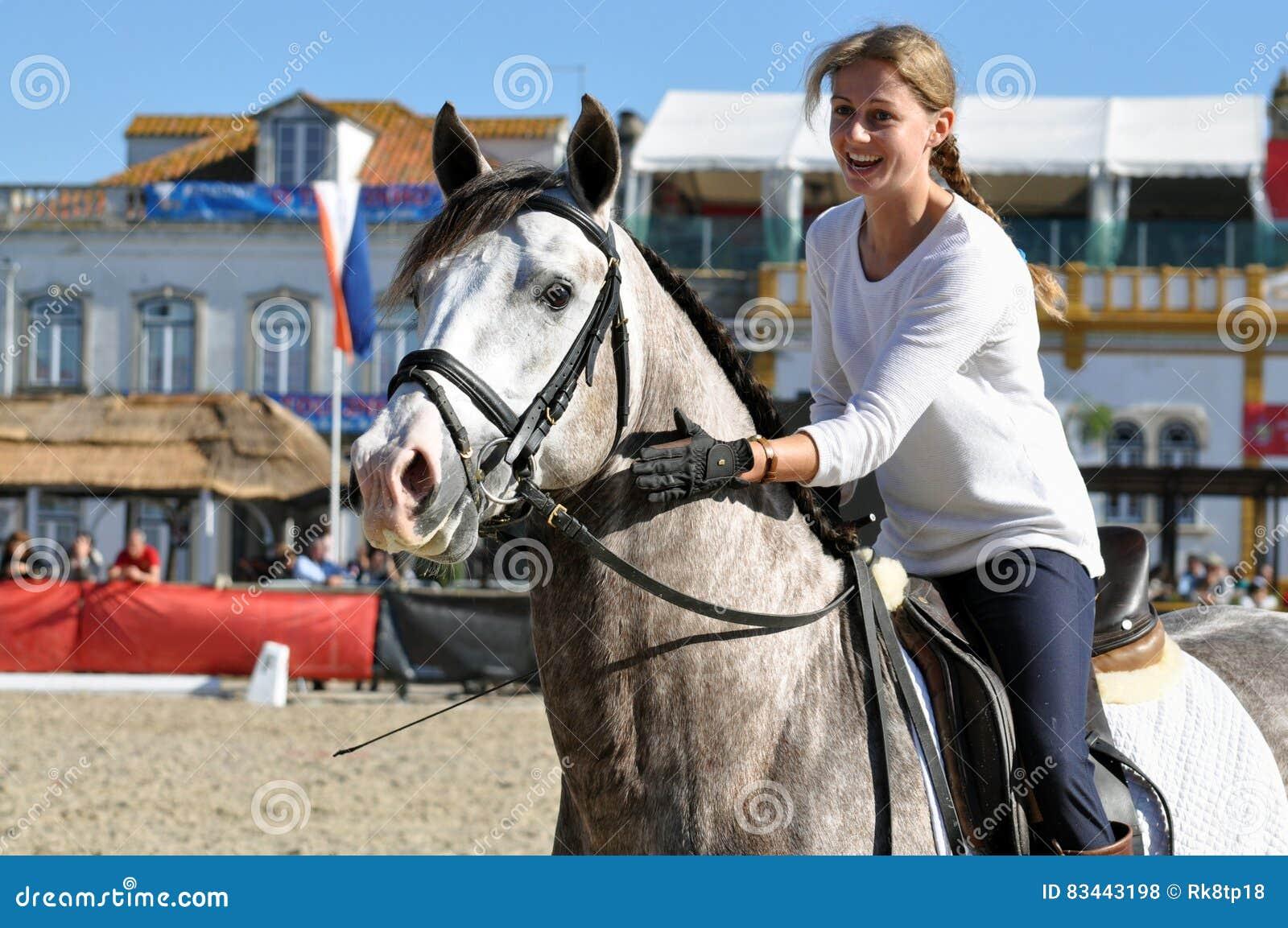 Cavallo da equitazione della ragazza di wow