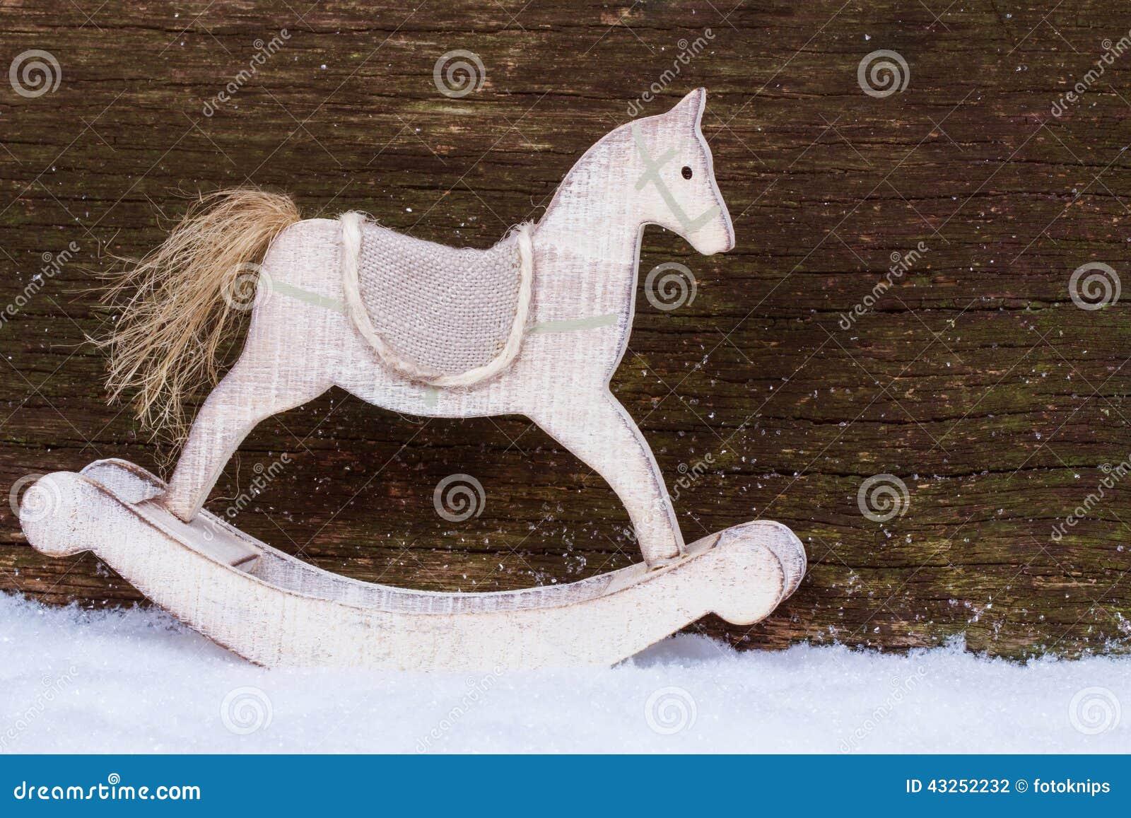 Cavallo A Dondolo Legno Natale.Cavallo A Dondolo Nella Neve Fotografia Stock Immagine Di