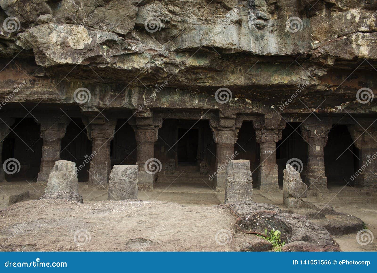 Cave1, Weergeven van de portiek en het gebied in voorzijde, Aurangabad-holen, Westelijke Groep, Aurangabad, Maharashtra, India