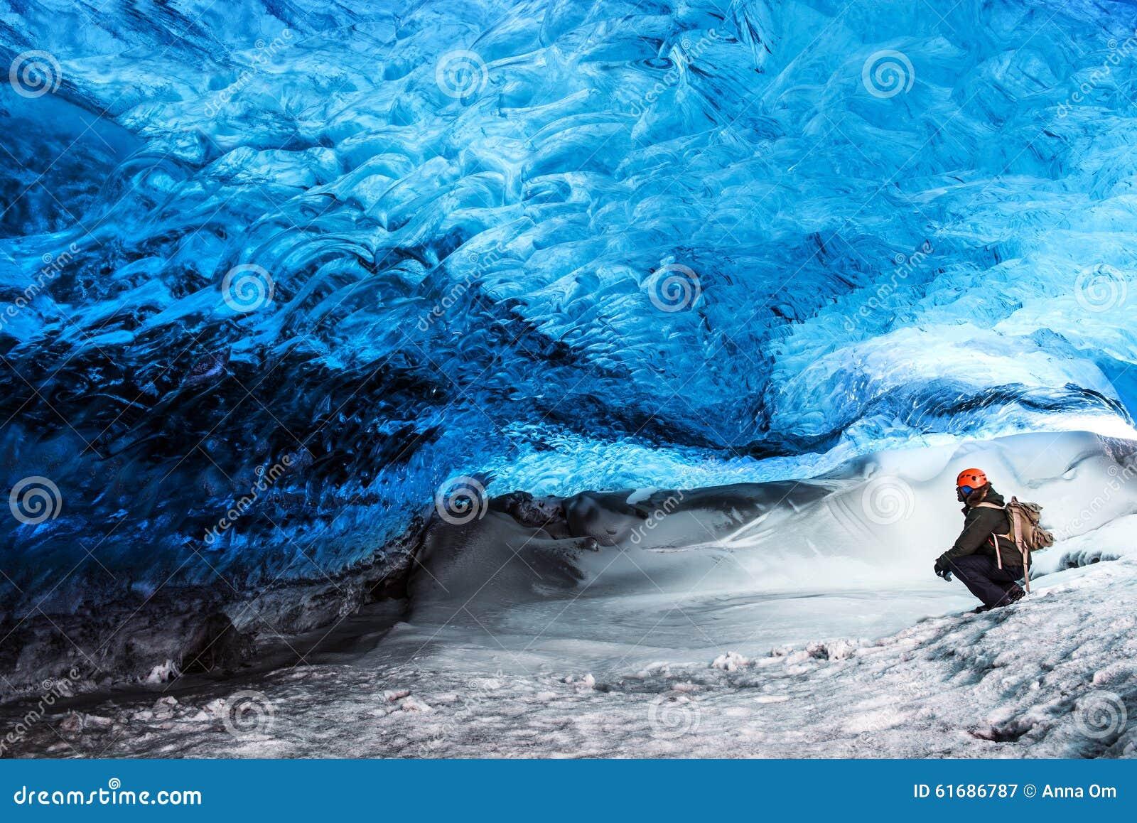 Caverna de gelo da geleira de Islândia
