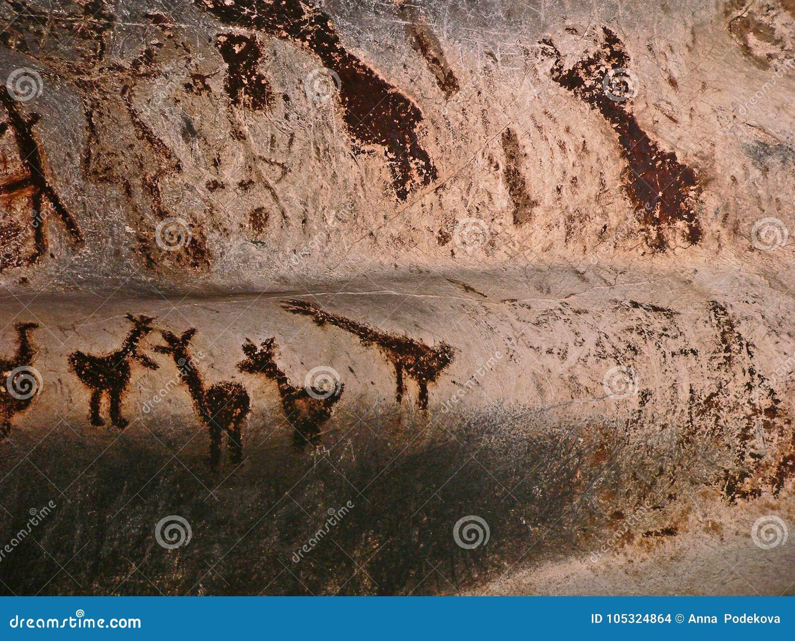 Caverna de Magura em Bulgária Desenhos pré-históricos das pinturas de parede com guano do bastão