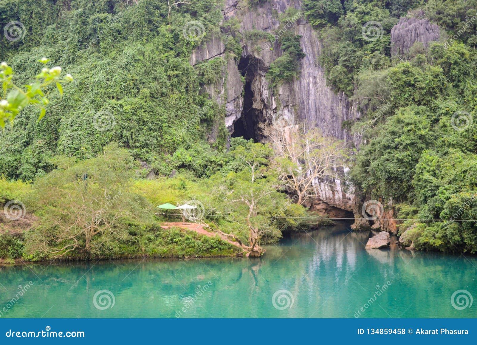 Caverna de Paradise no parque nacional do golpe de Phong Nha-KE, local do patrimônio mundial do UNESCO em Quang Binh Province, Vi