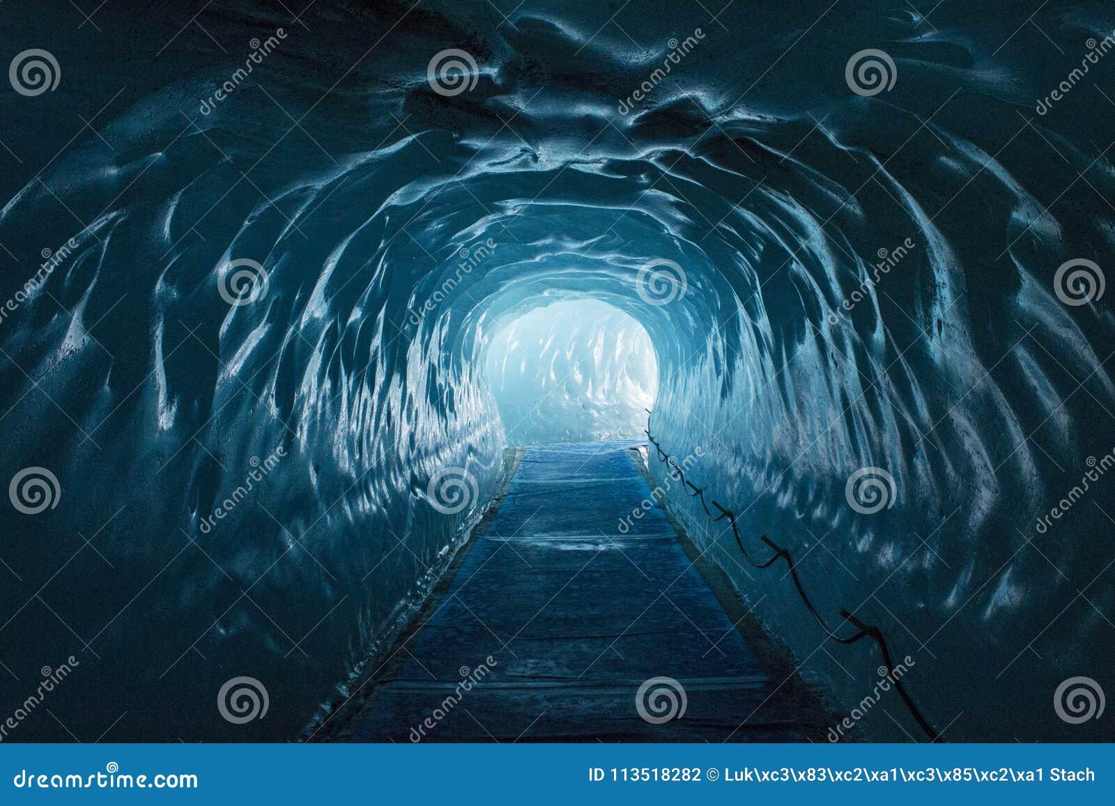 Caverna di ghiaccio Mer de Glace