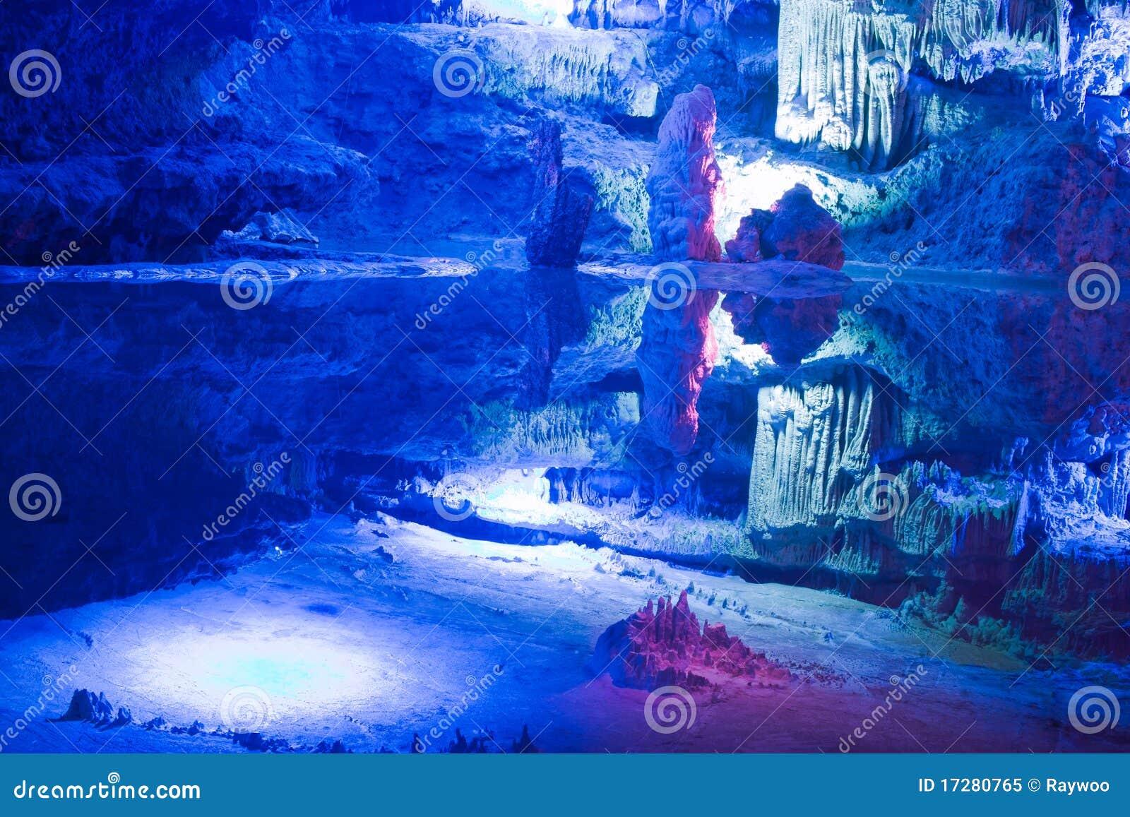 Caverna do cársico