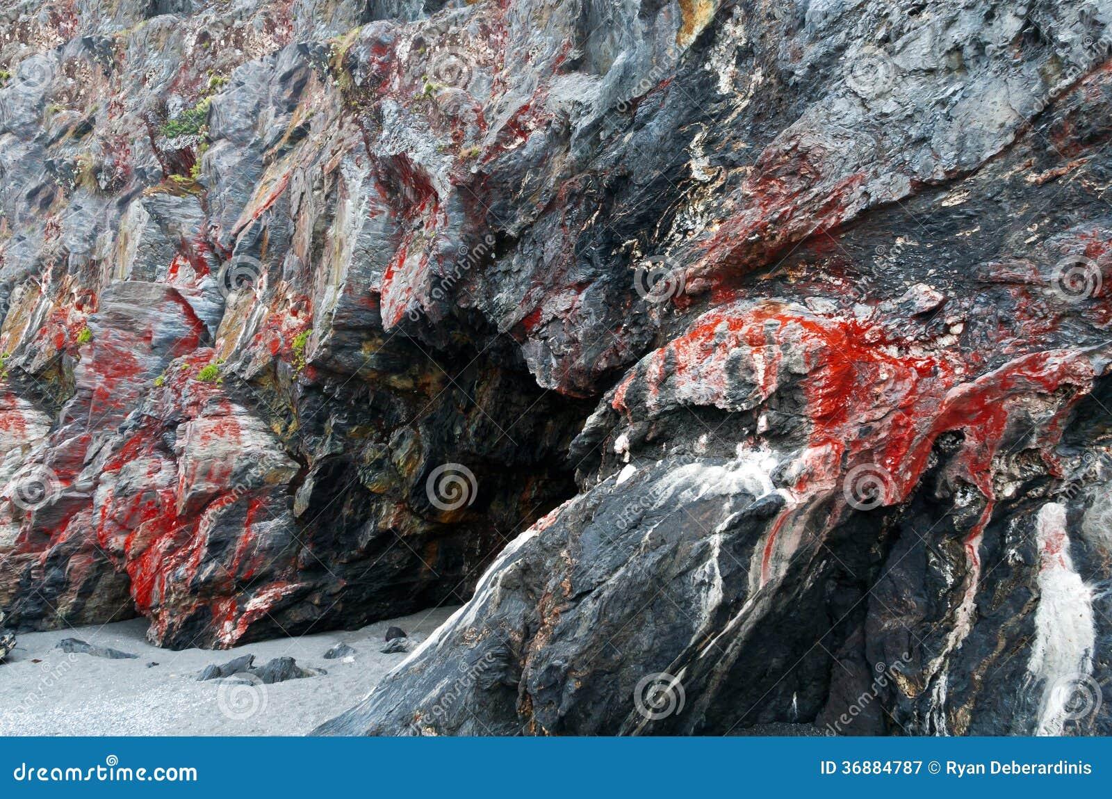 Download Caverna spaventosa scura immagine stock. Immagine di pietra - 36884787