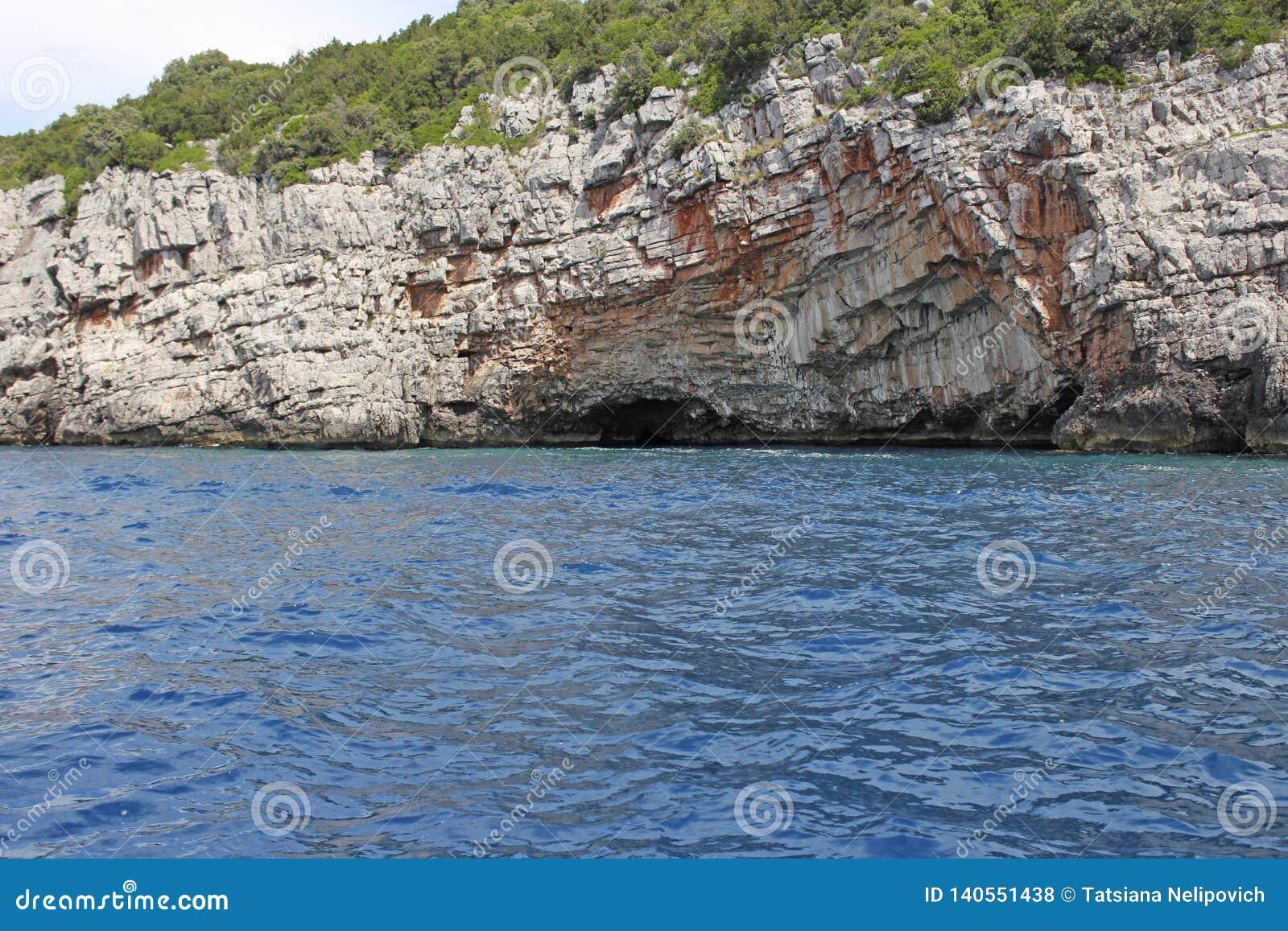 Caverne bleue près de fort de Mamula, Monténégro concept de course