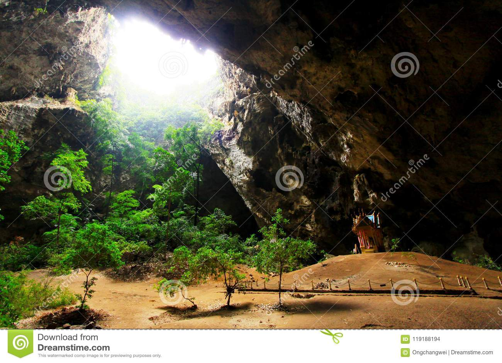 Caverne de Phraya Nakhon, Khao Sam Roi Yot National Park, Thaïlande