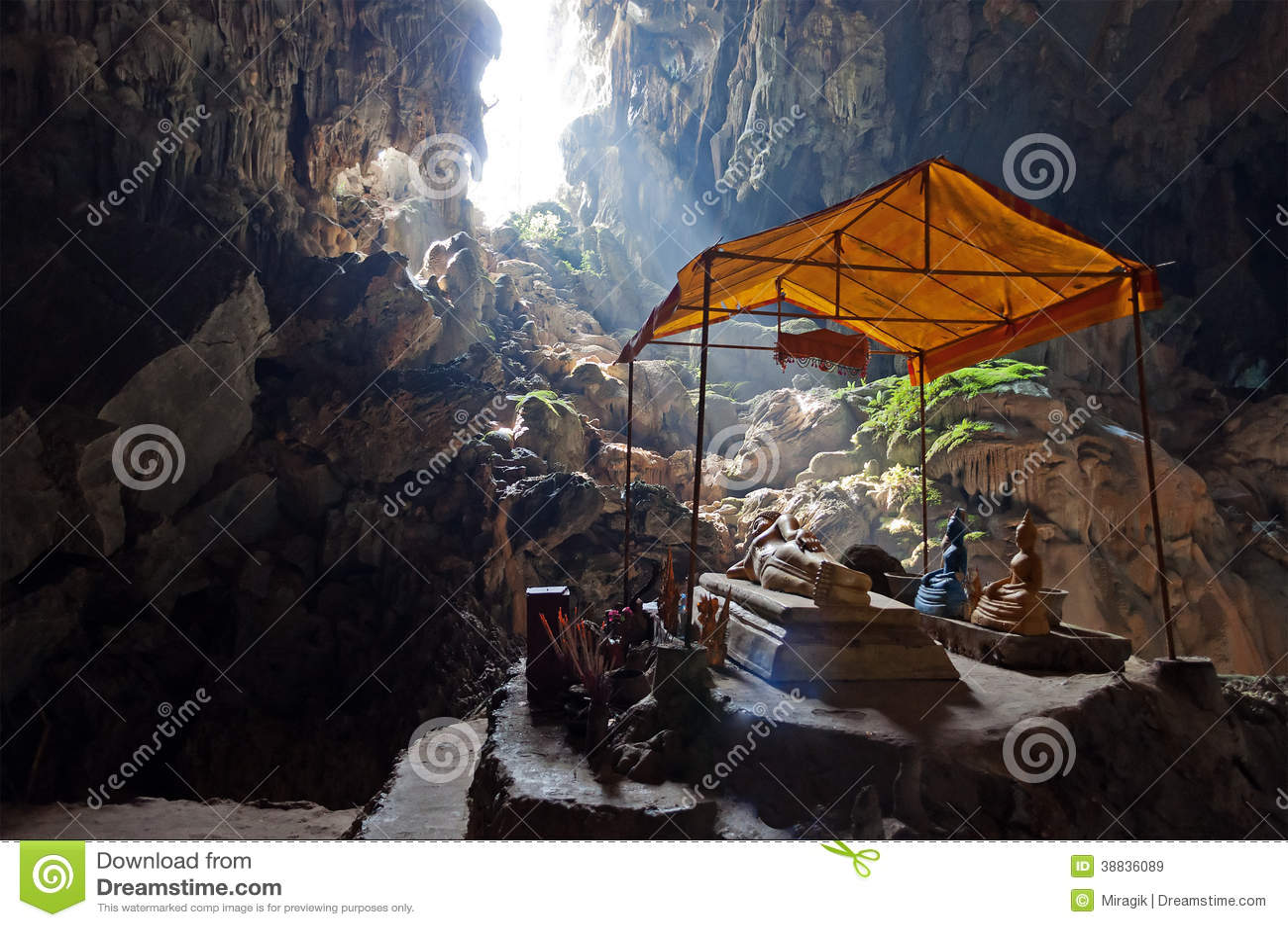 Caverne de Tham Phu Kham près de Vang Vieng. Laos