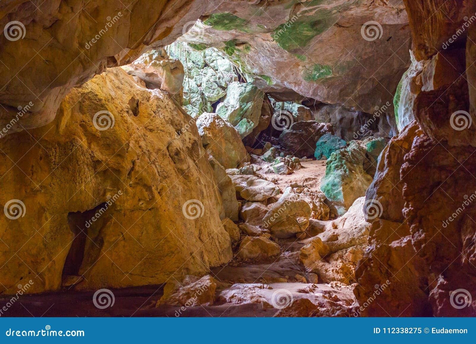 Cavernes colorées de Capricorne de chaux