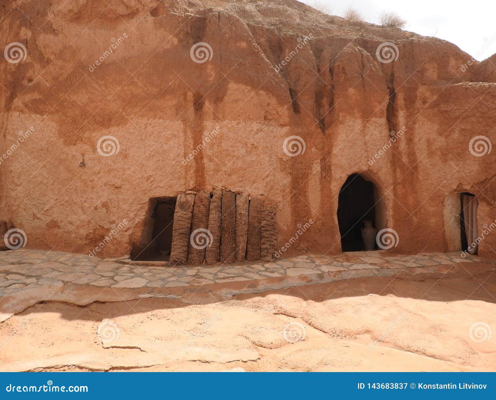 Cavernes souterraines de troglodytes des Berbers dans le désert du Sahara, Matmata, Tunisie, Afrique, un temps clair