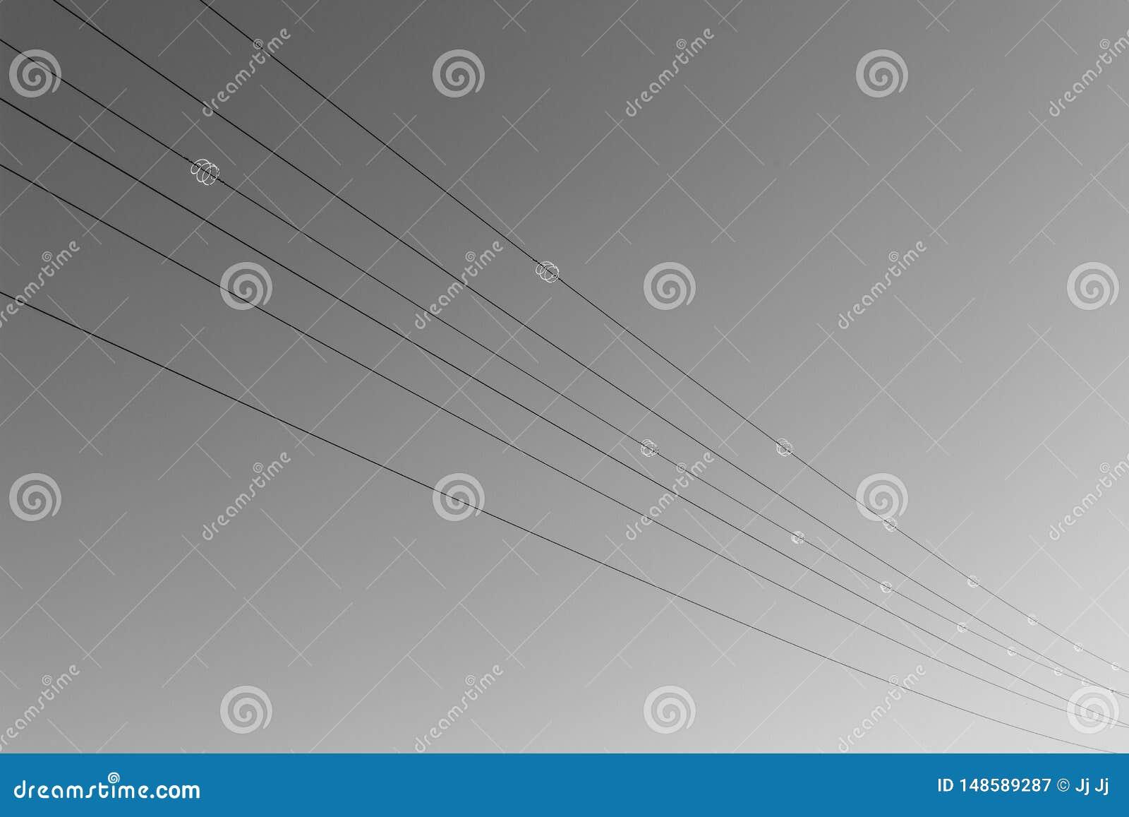 Cavi di alta tensione dall angolo da accantonare