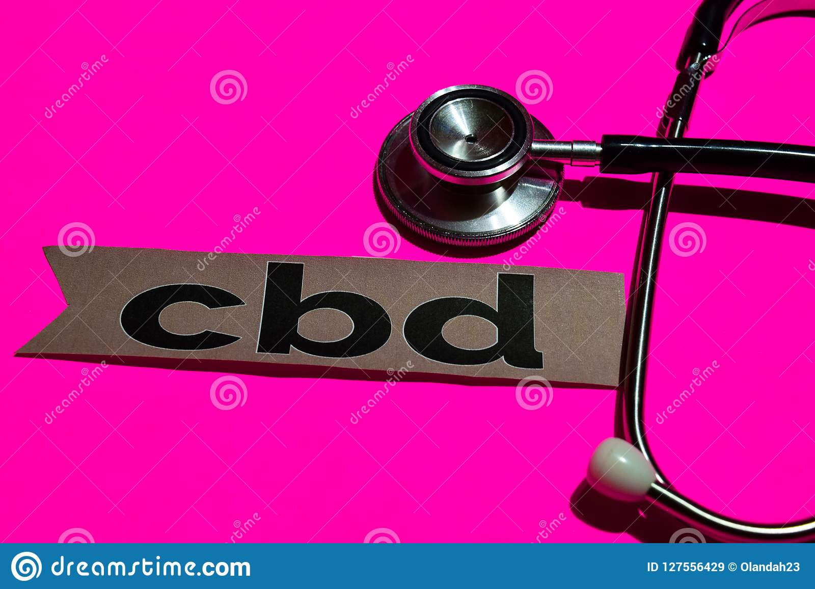 CBD en el papel de la impresión con el concepto de seguro de enfermedad