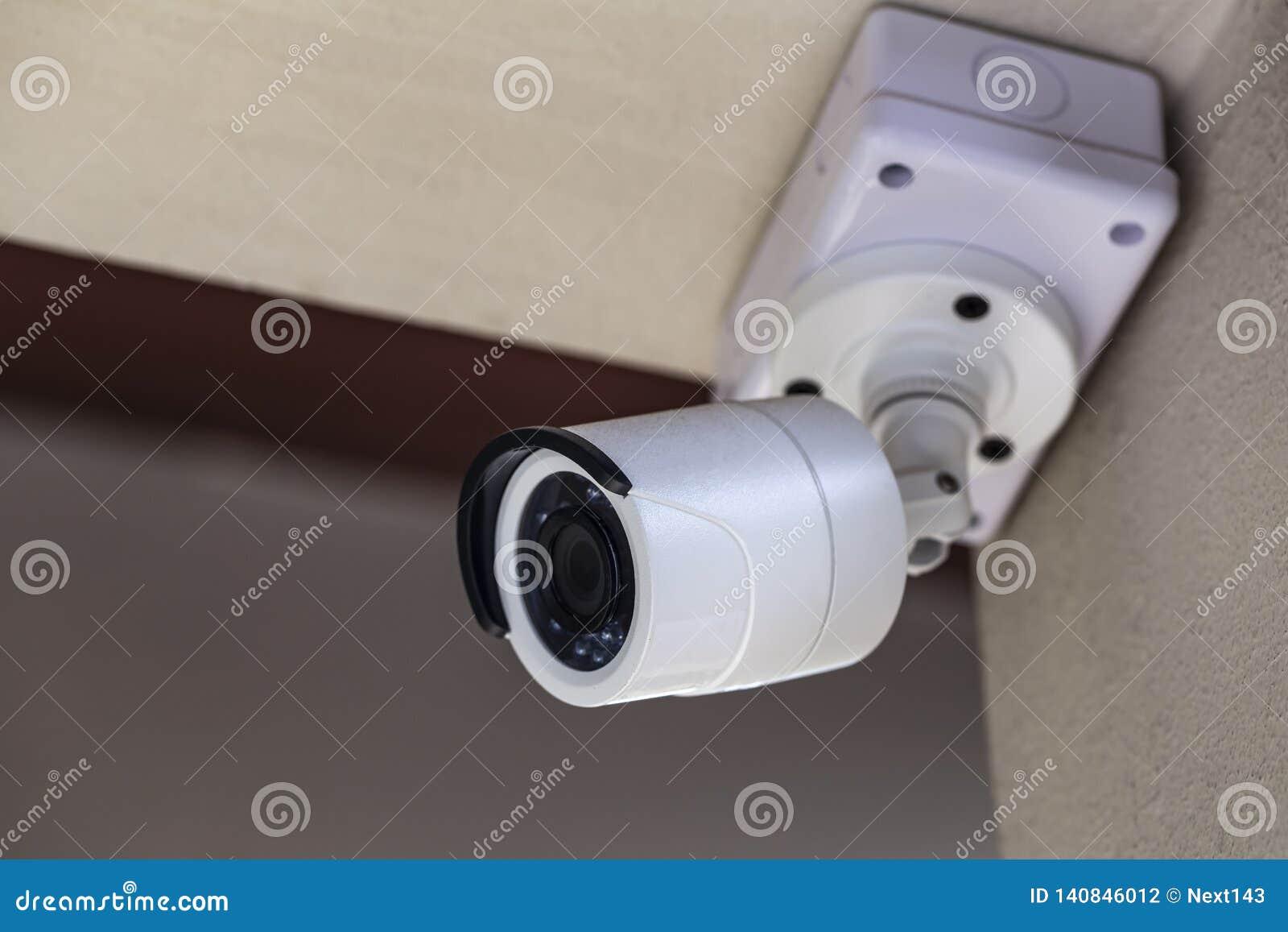 CCTV bianco in una casa bianca di tema