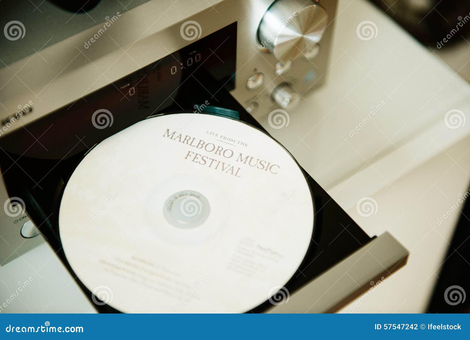 CD del festival de música de Marlboro en bandeja del lector de cd