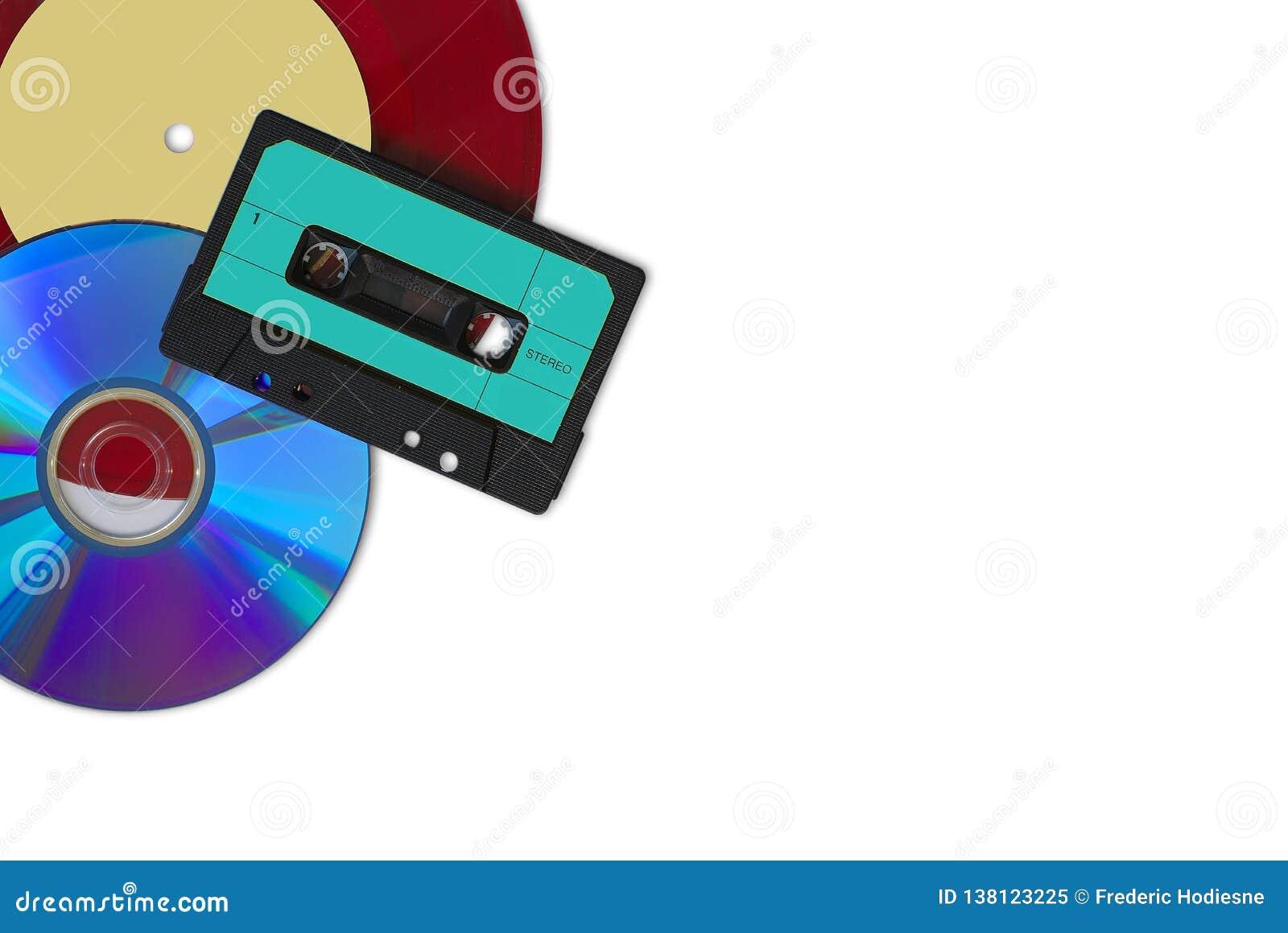 CD, vinile rosso e cassetta audio