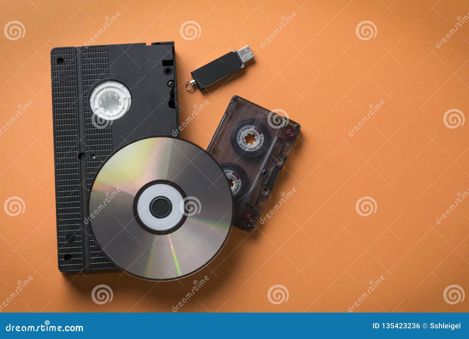 CDskiva- och video-ljudsignal kassett och pråligt drev som ett begrepp av massmedialagringsevolution