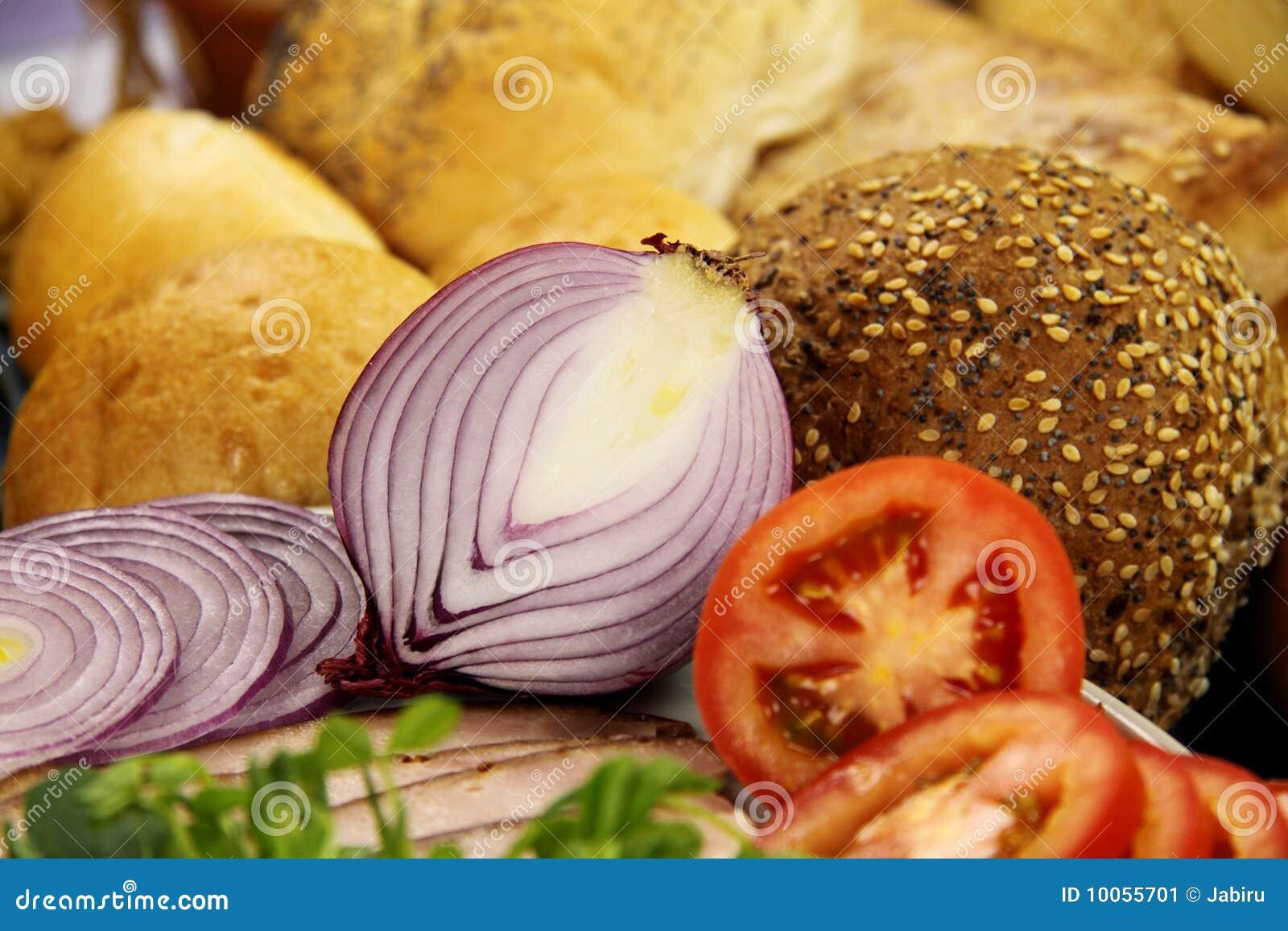 Cebola vermelha e pão