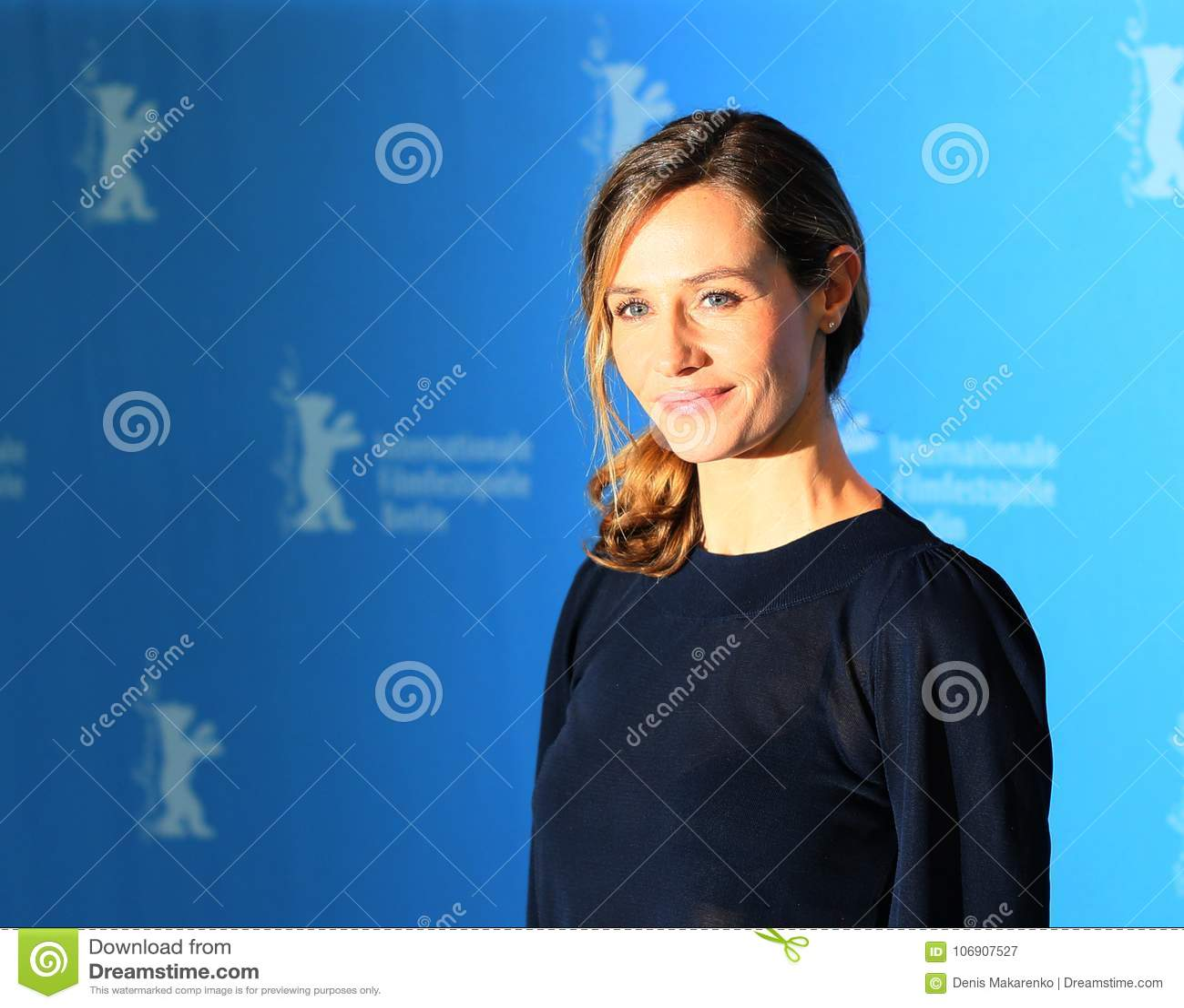Cecile de Francja uczęszcza ` Django `