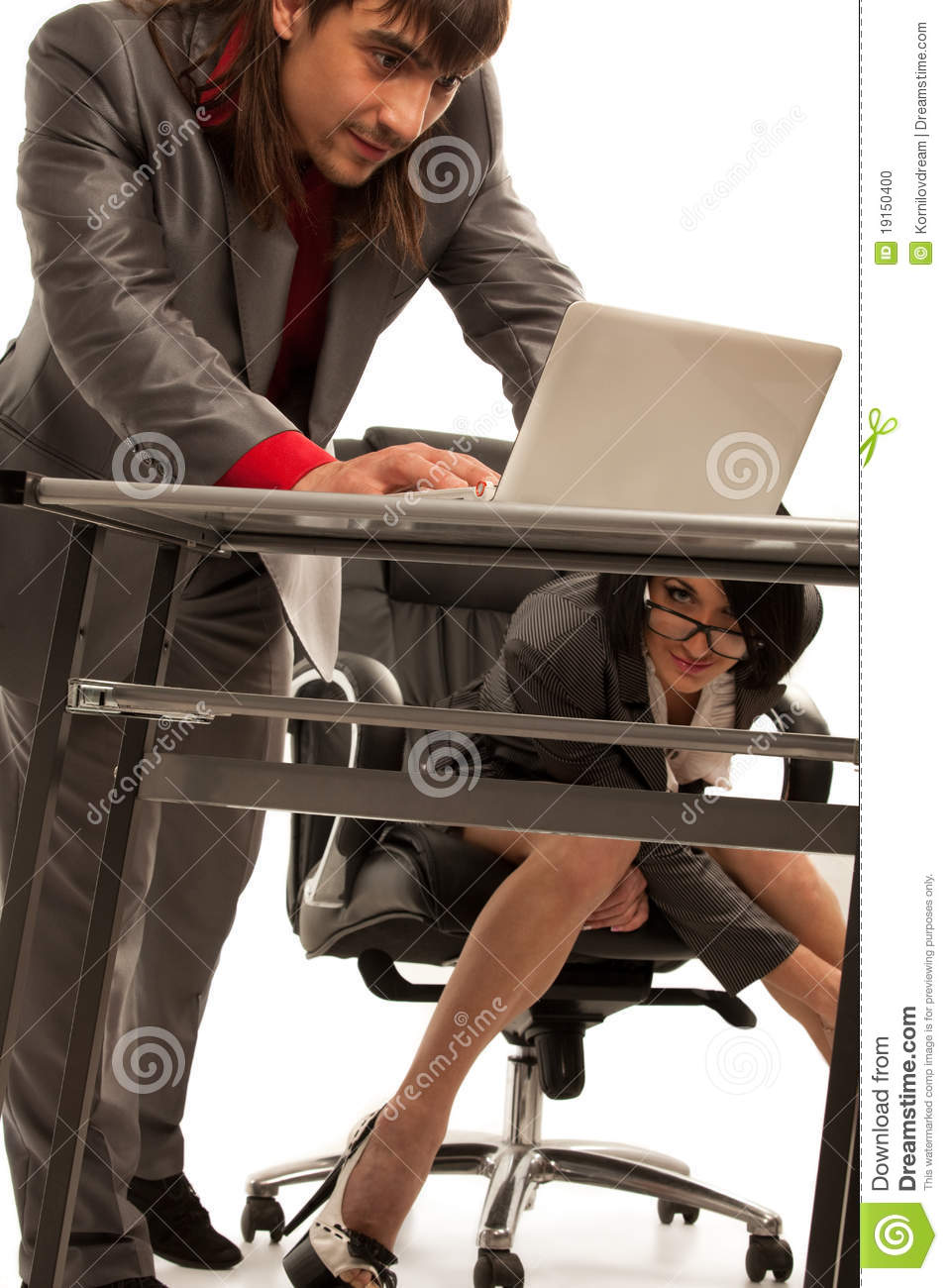 Cecretary Sous Le Bureau Flirtant Avec Le Collgue Photo stock