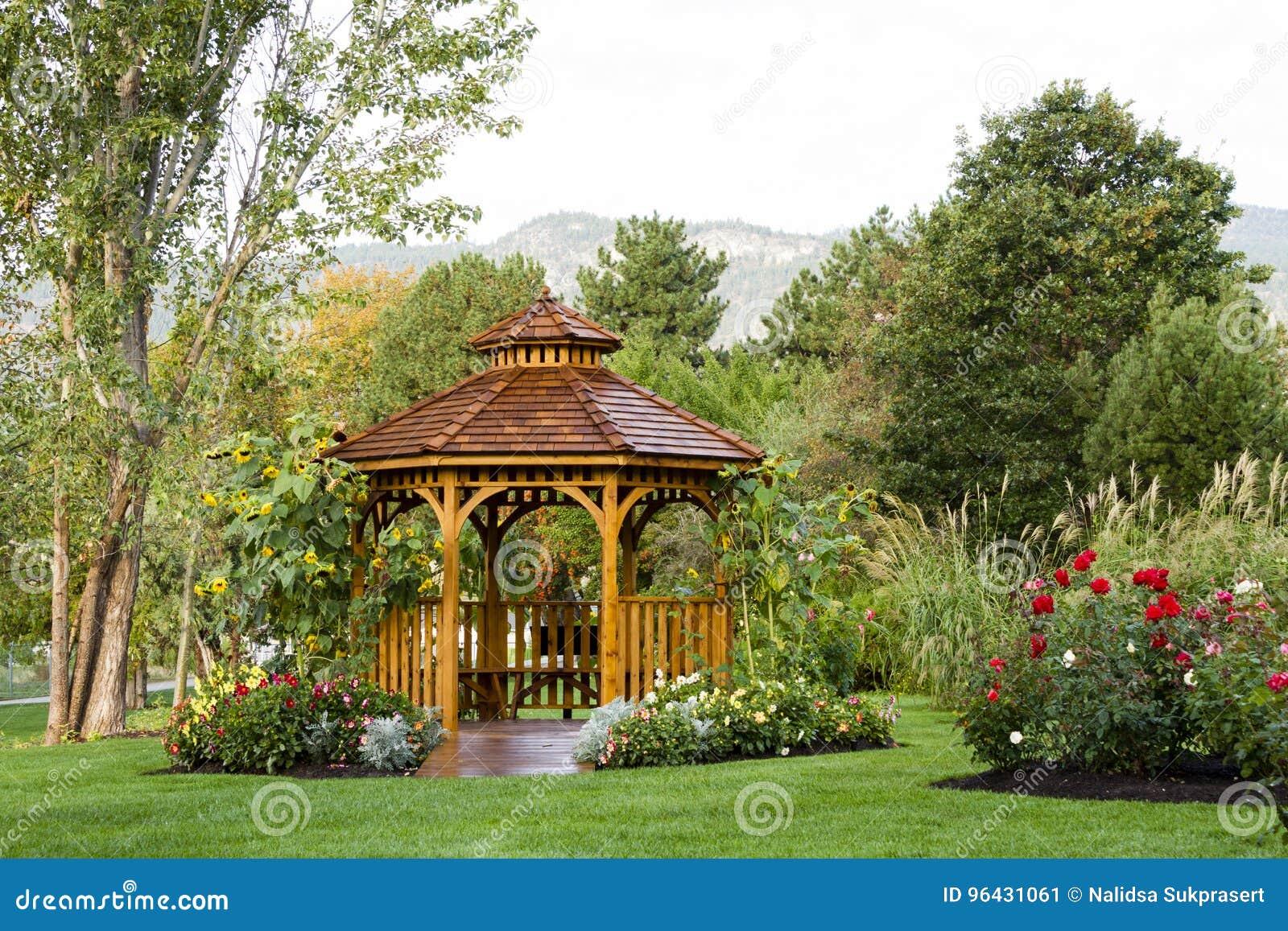 Cedar Gazebo Backyard Garden Park