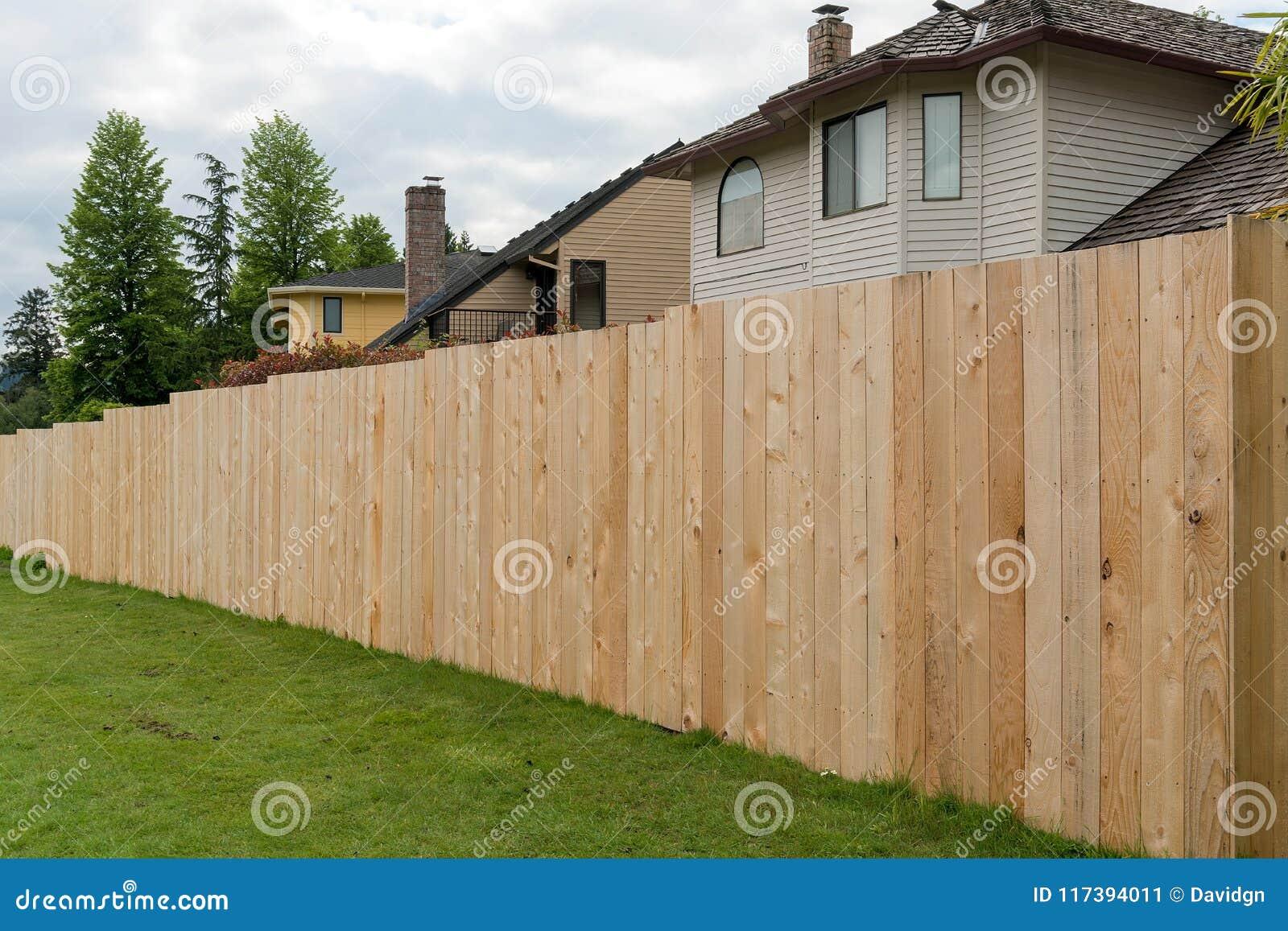 Cedar Wood Fencing ao longo do quintal home