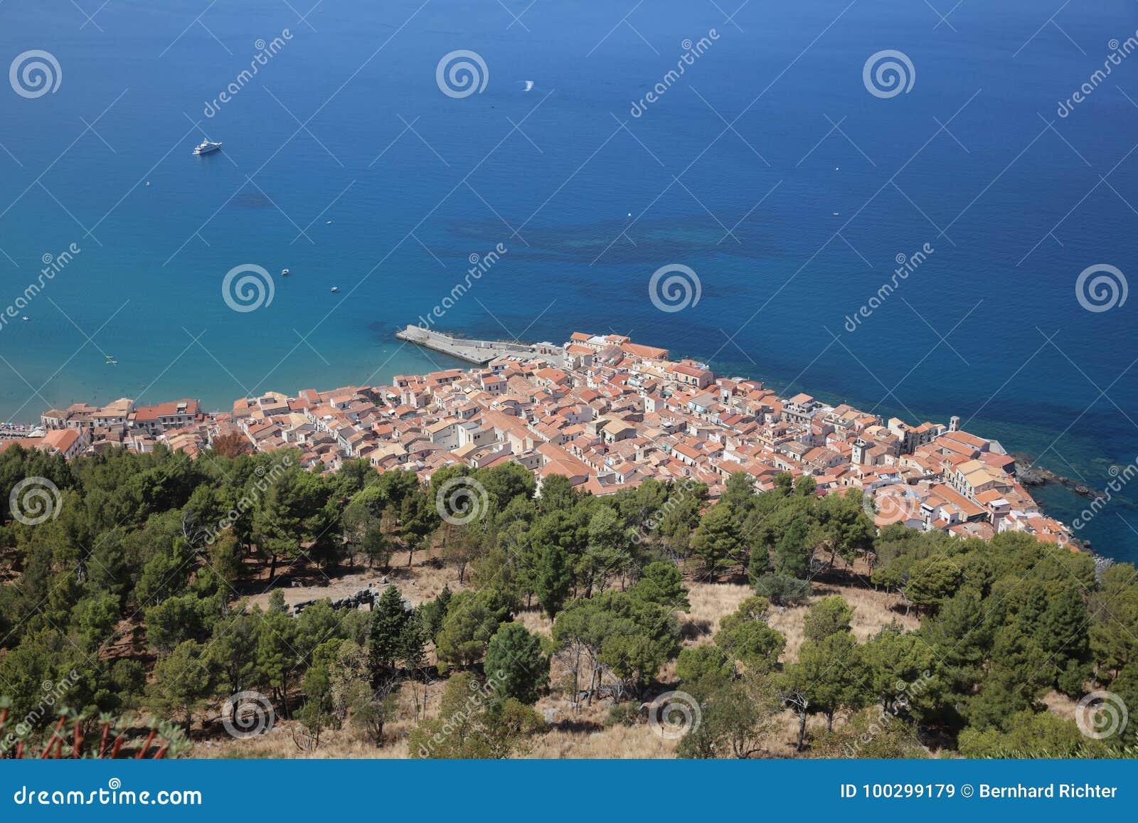Cefalu в Сицилии Италия