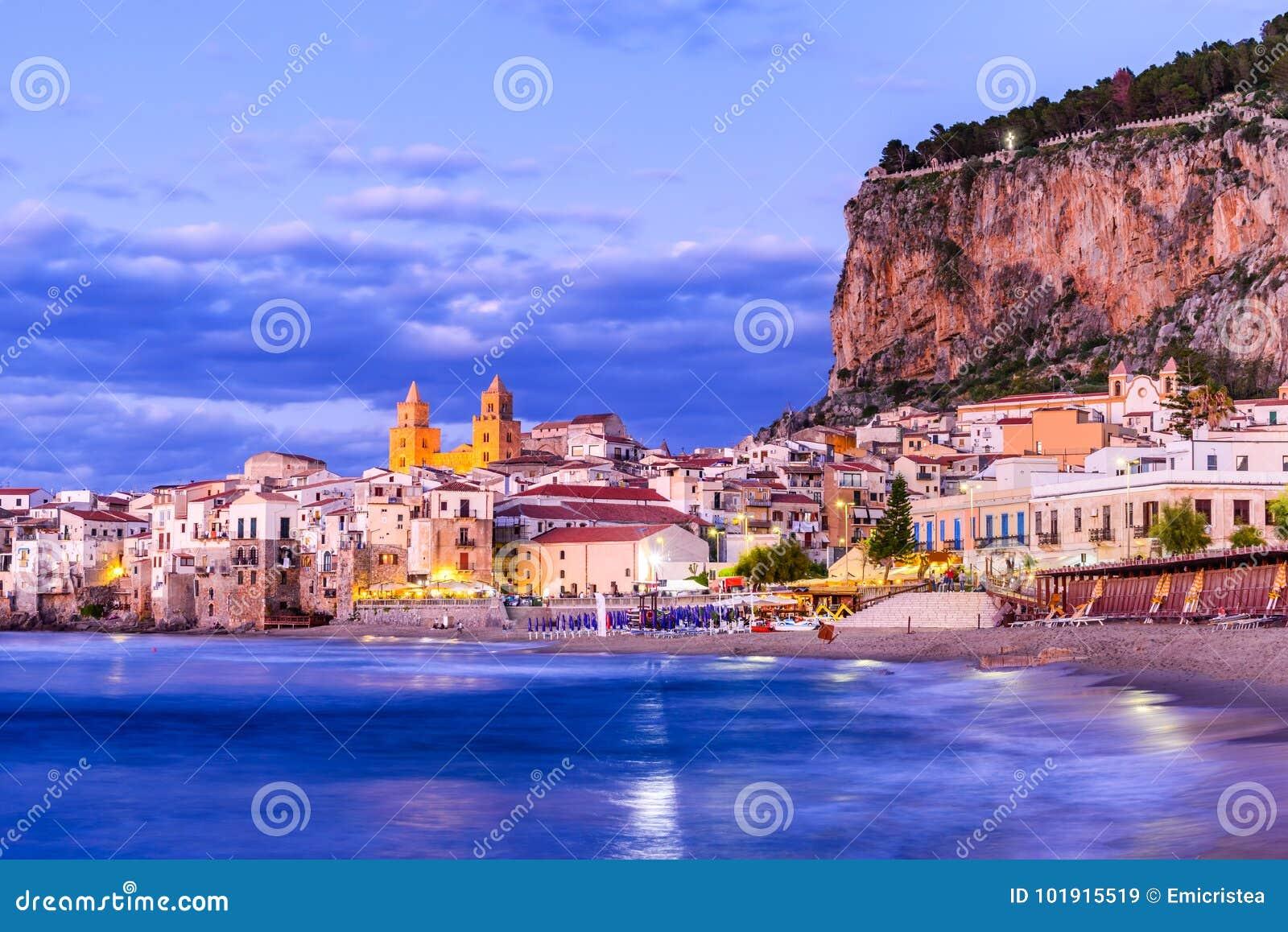 Cefalu Ligurian hav, Italien, Sicilien