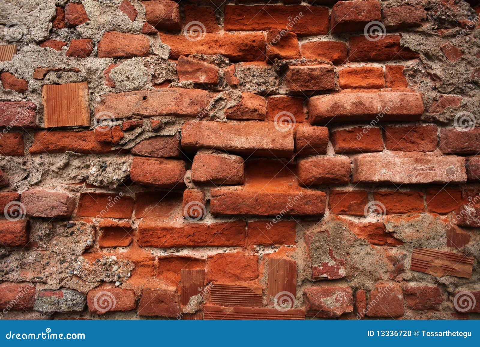 Cegły ściana stara rujnująca