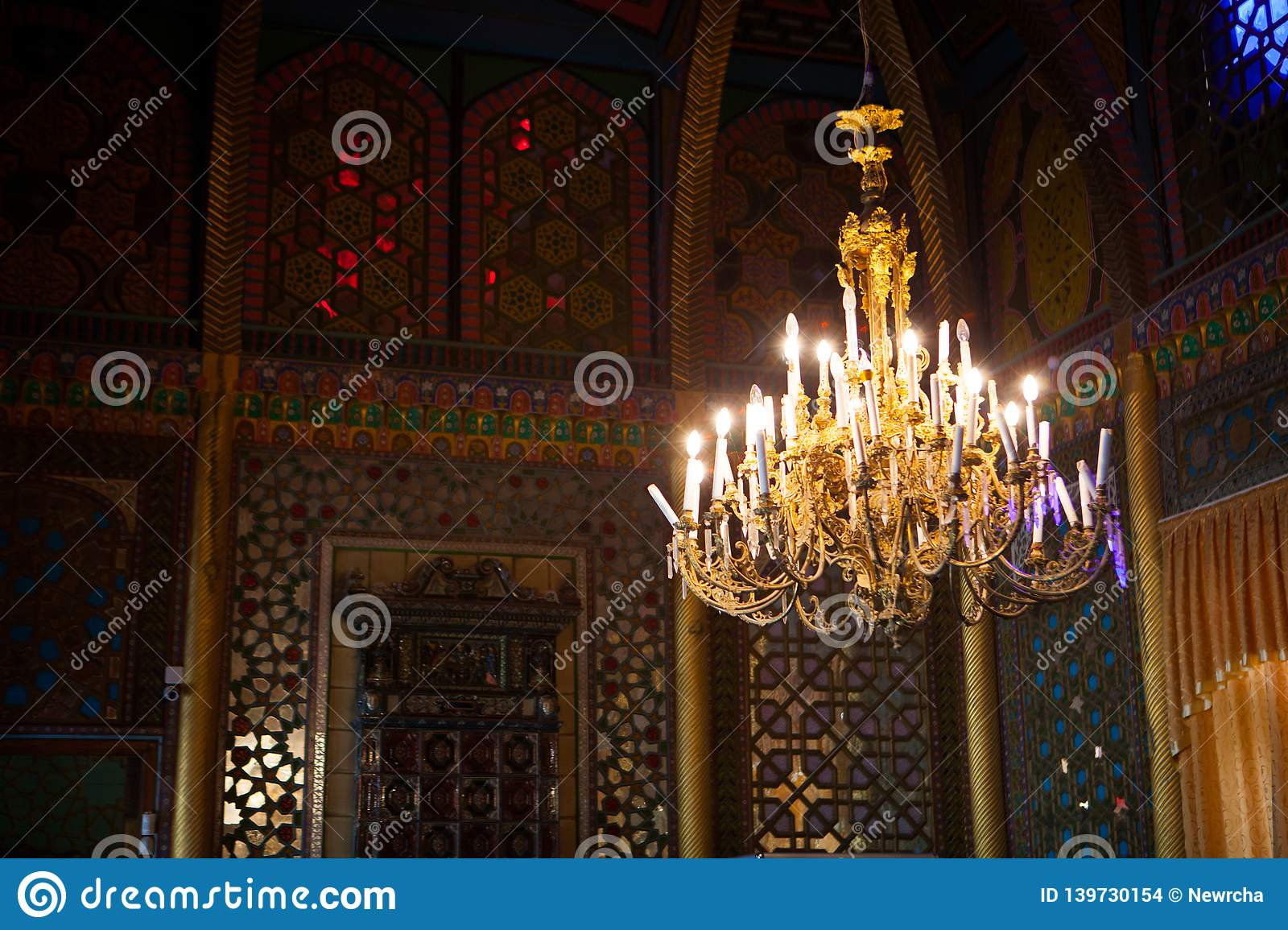 Ceiling and antique chandelier at Sitorai Mohi Xossa Saroyi Palace