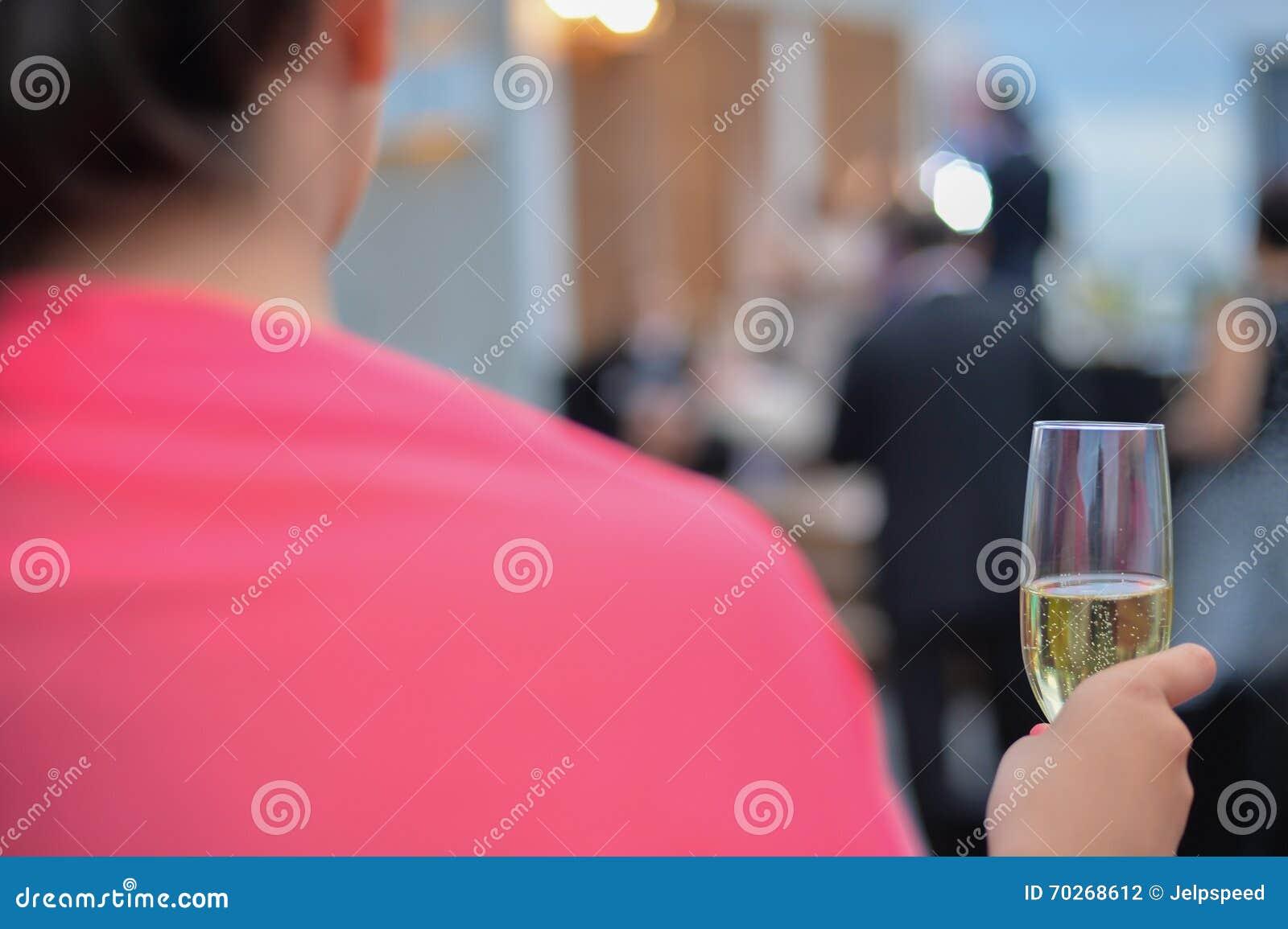 Celebração do brinde do champanhe do casamento