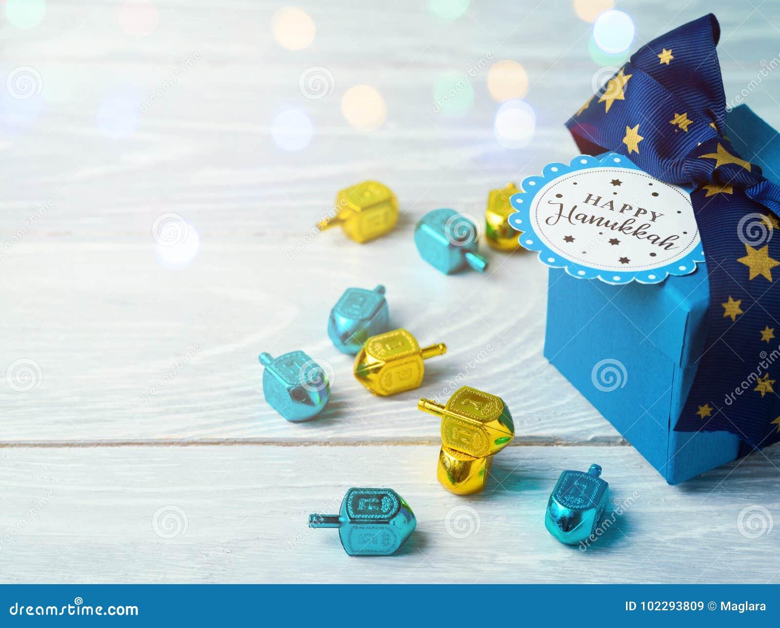 Celebração do Hanukkah com caixa de presente