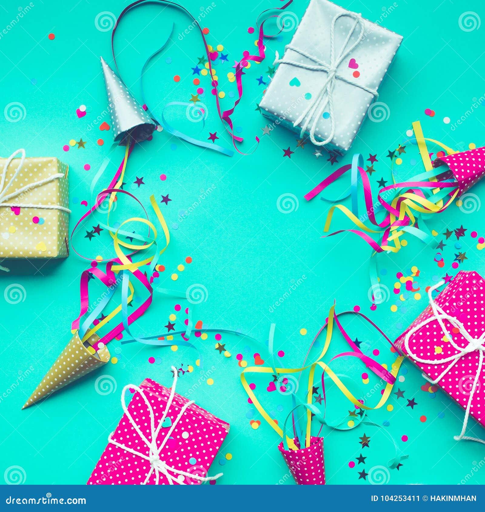 Celebração, ideias dos conceitos dos fundos do partido com caixa de presente colorida
