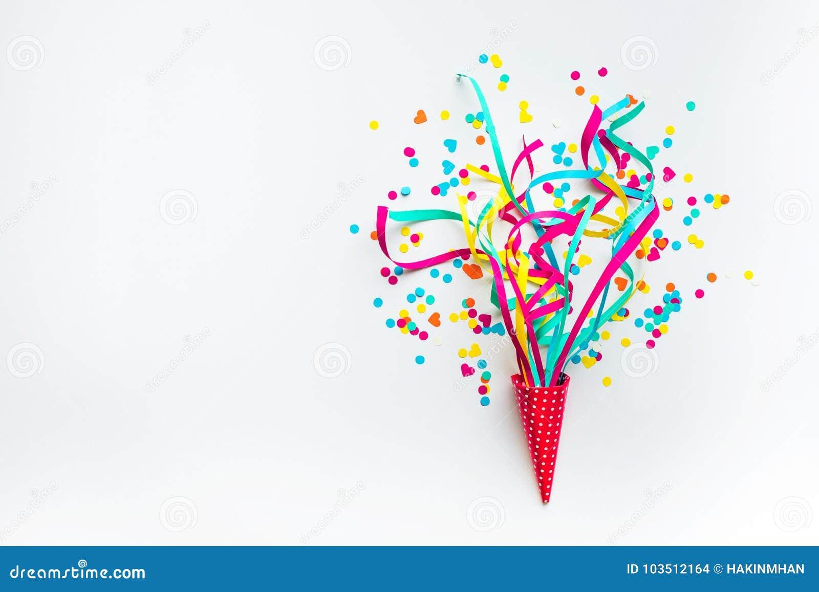 Celebração, ideias dos conceitos dos fundos do partido com confetes coloridos, flâmulas