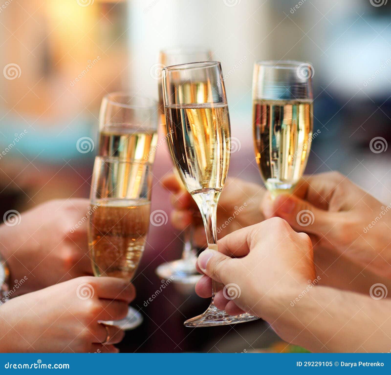 Download Celebração. Povos Que Guardaram Vidros Do Champanhe Imagem de Stock - Imagem de clink, cópia: 29229105