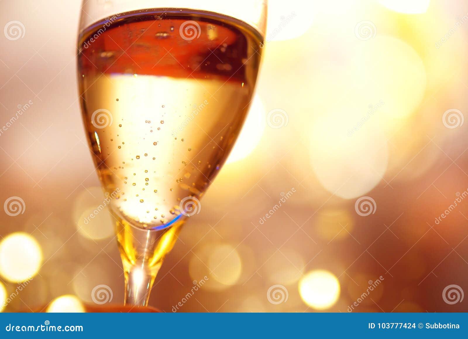 Celebración de la Navidad y del Año Nuevo con champán Vidrio de champán