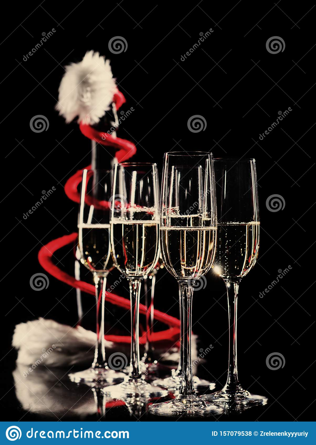 NEW YEARS EVE SET FIZZ GLASSES AND BELL SET